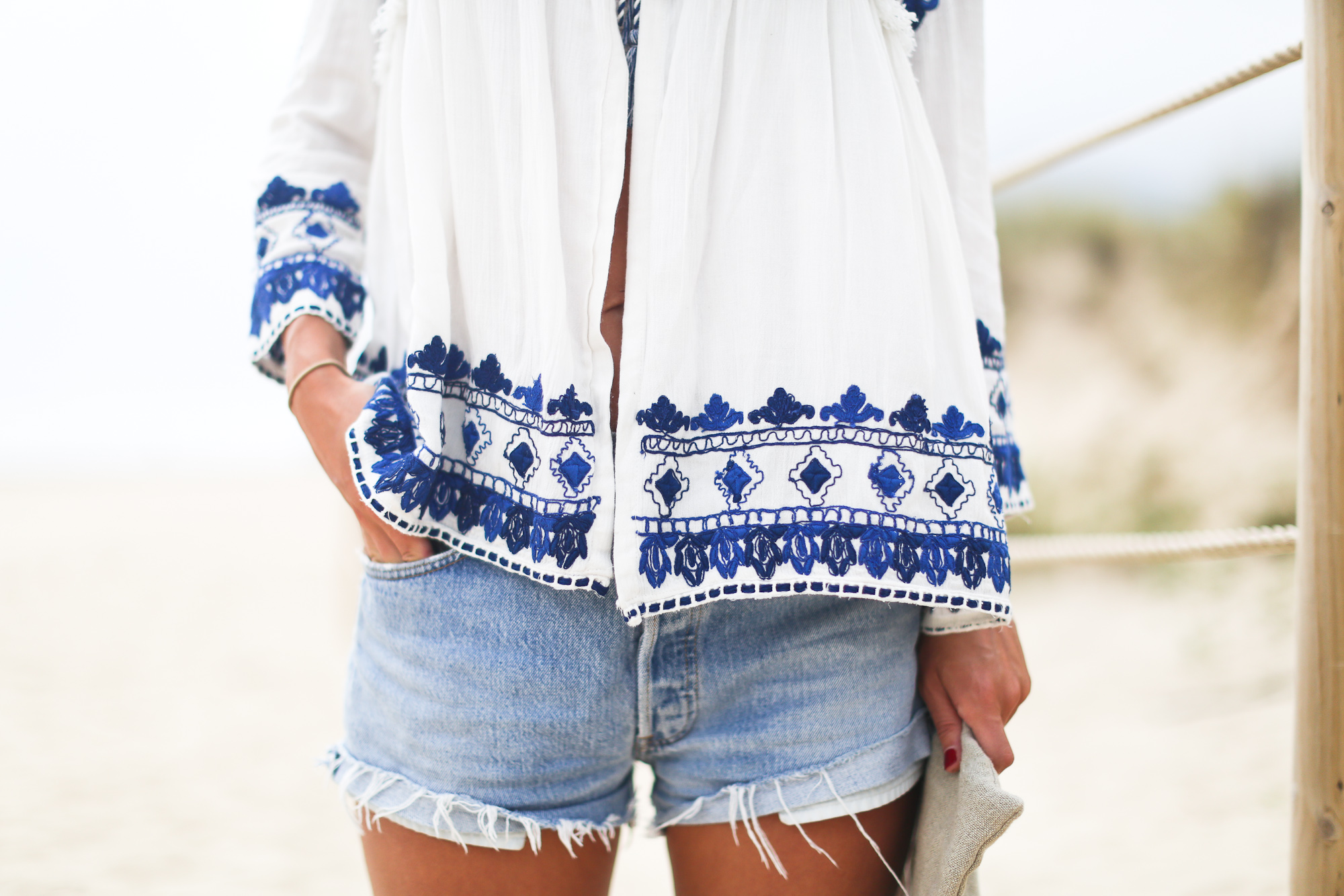 Clochet_streetstyle_zara_boho_embroided_shirt_levis501vintage_cannotier_mglinenbags-6