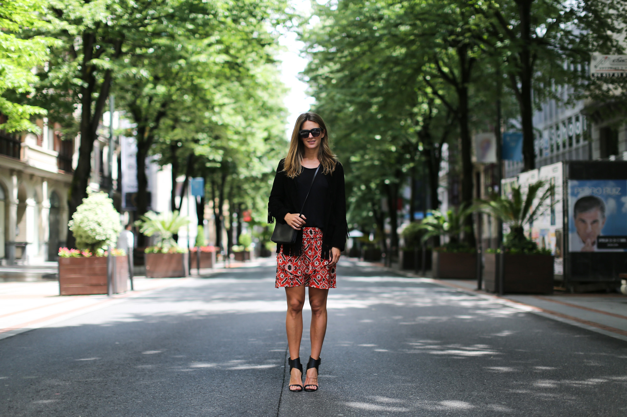 clochet_streetstyle_maje_suede-fringedjacket_hakeisilkskirt_celine_sunglasses-4