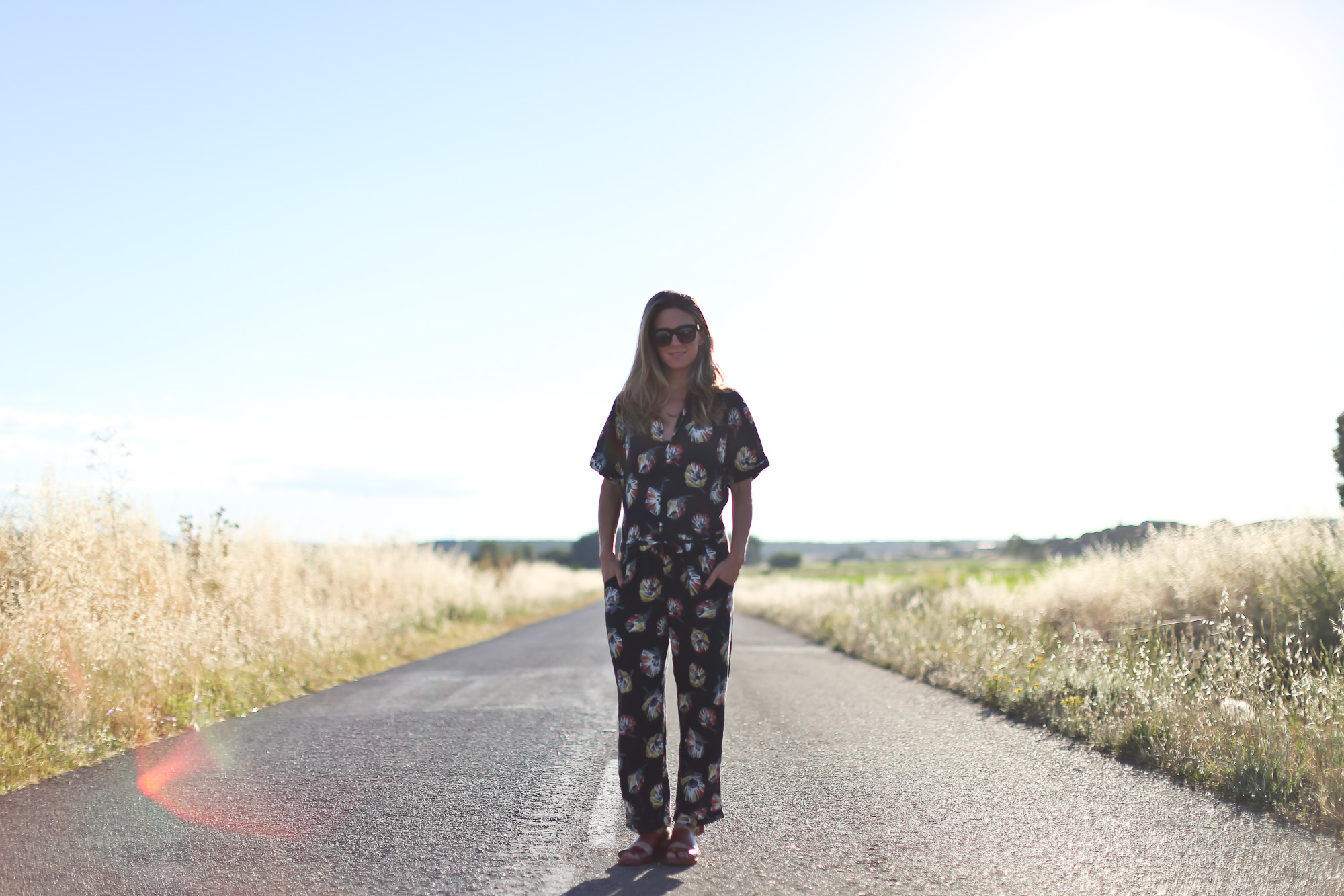 Clochet_streetstyle_zara_flowers_printed_jumpsuit_flat_sandals-2