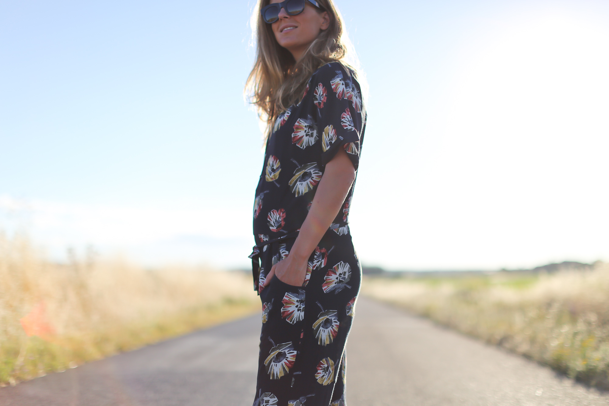 Clochet_streetstyle_zara_flowers_printed_jumpsuit_flat_sandals-3