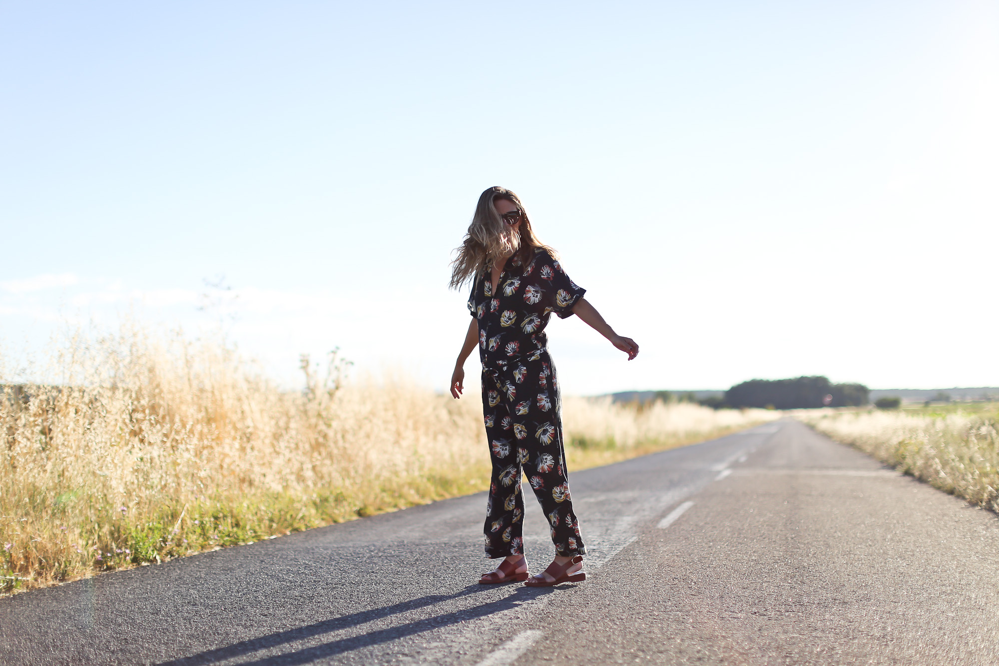 Clochet_streetstyle_zara_flowers_printed_jumpsuit_flat_sandals-4