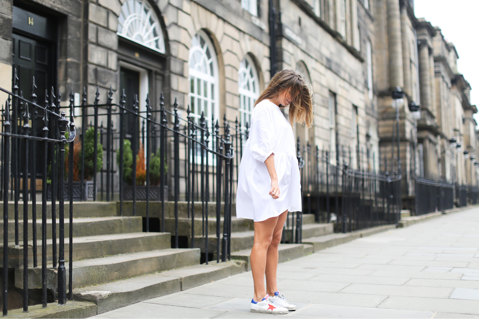 Clochet_streetstyle_zara_littlewhitedress_goldengoosedeluxesneakers_edinburgh-3