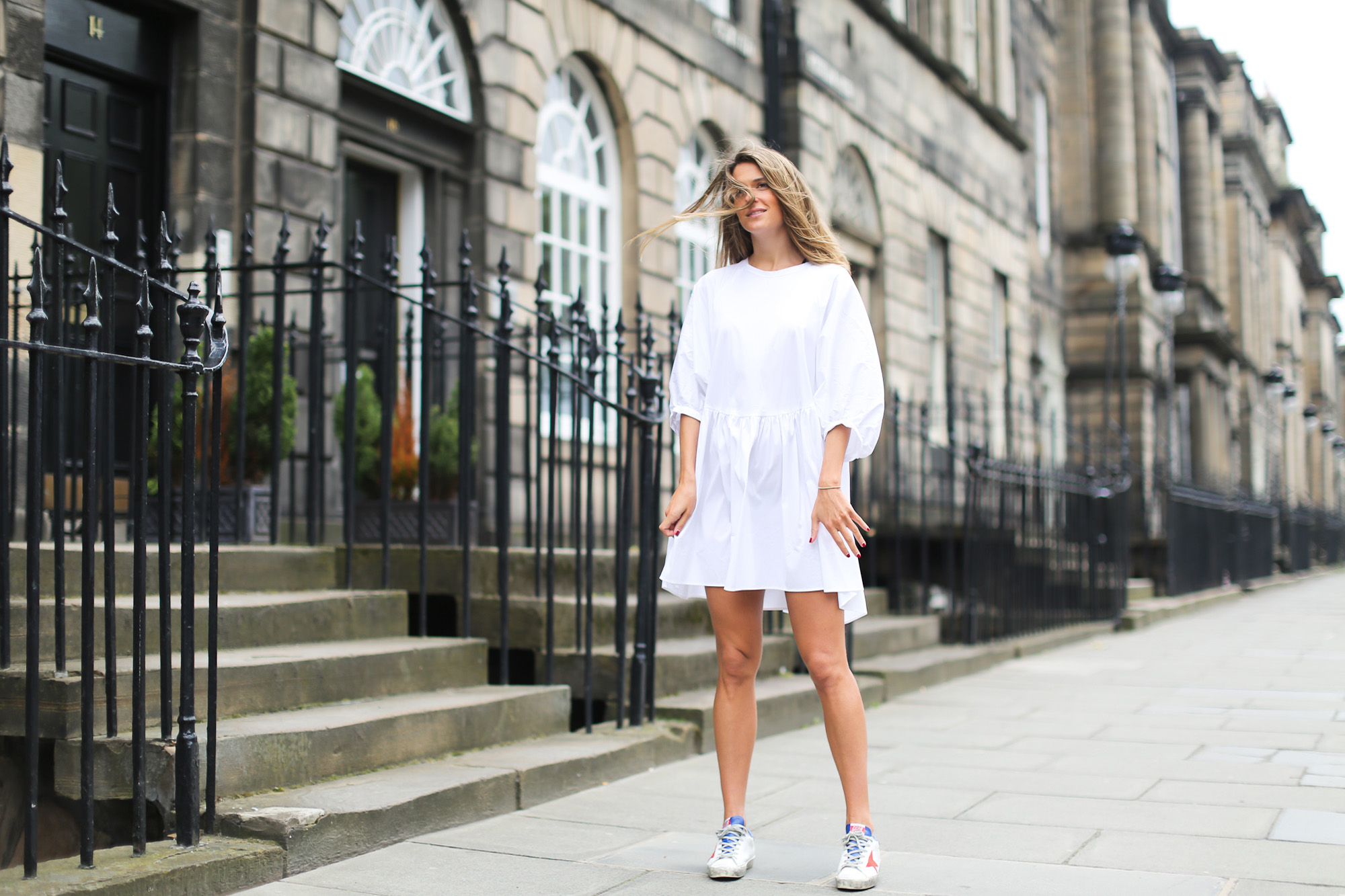 Clochet_streetstyle_zara_littlewhitedress_goldengoosedeluxesneakers_edinburgh-4