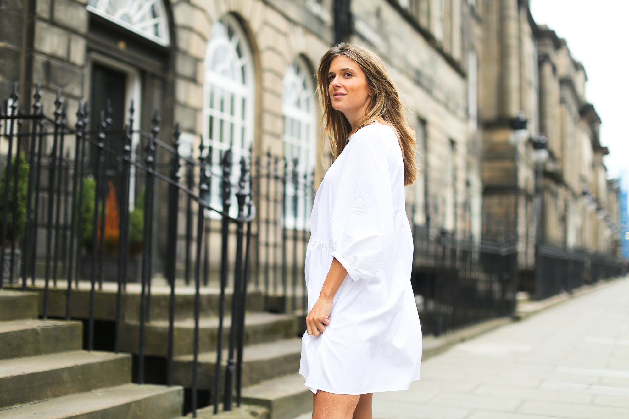 Clochet_streetstyle_zara_littlewhitedress_goldengoosedeluxesneakers_edinburgh-5