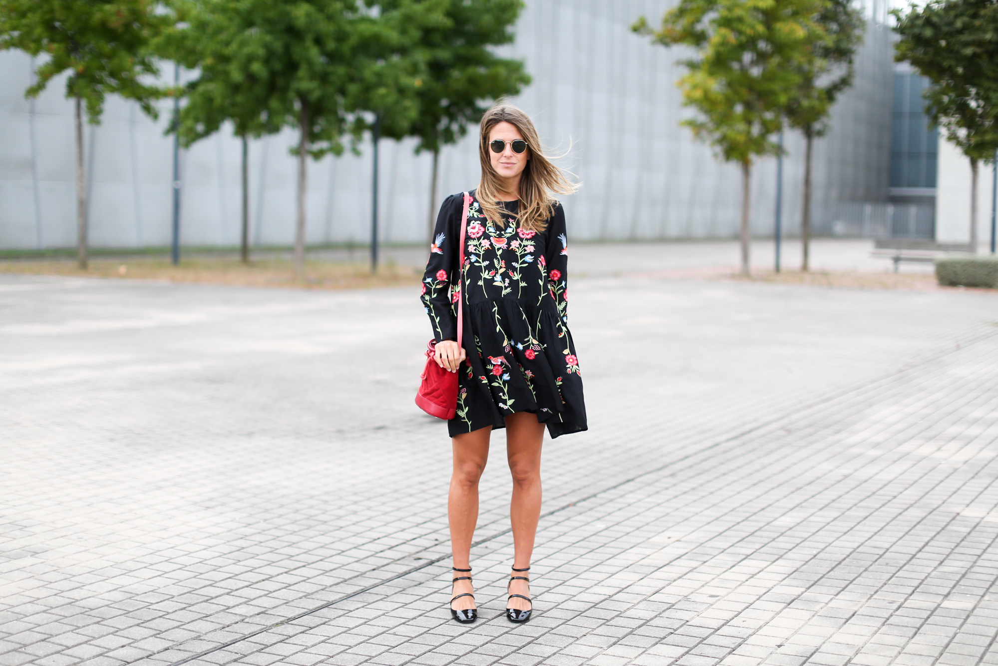 Clochet_streetstyle_fashionblogger_zaraembroidedminidress_titamadrid_miniparadis-6