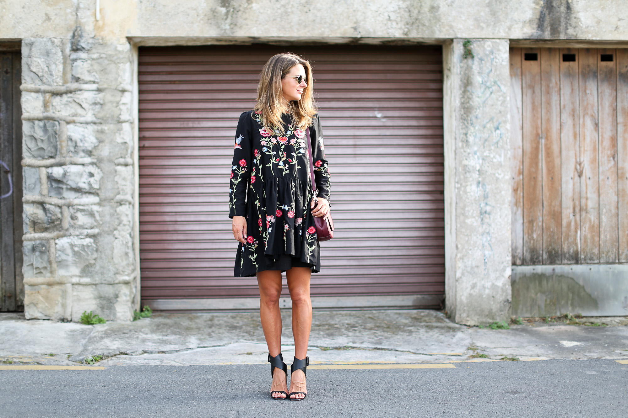 Clochet_streetstyle_zara_embroided_littleblackdress_purificaciongarcia_bandolera_westfalia-2