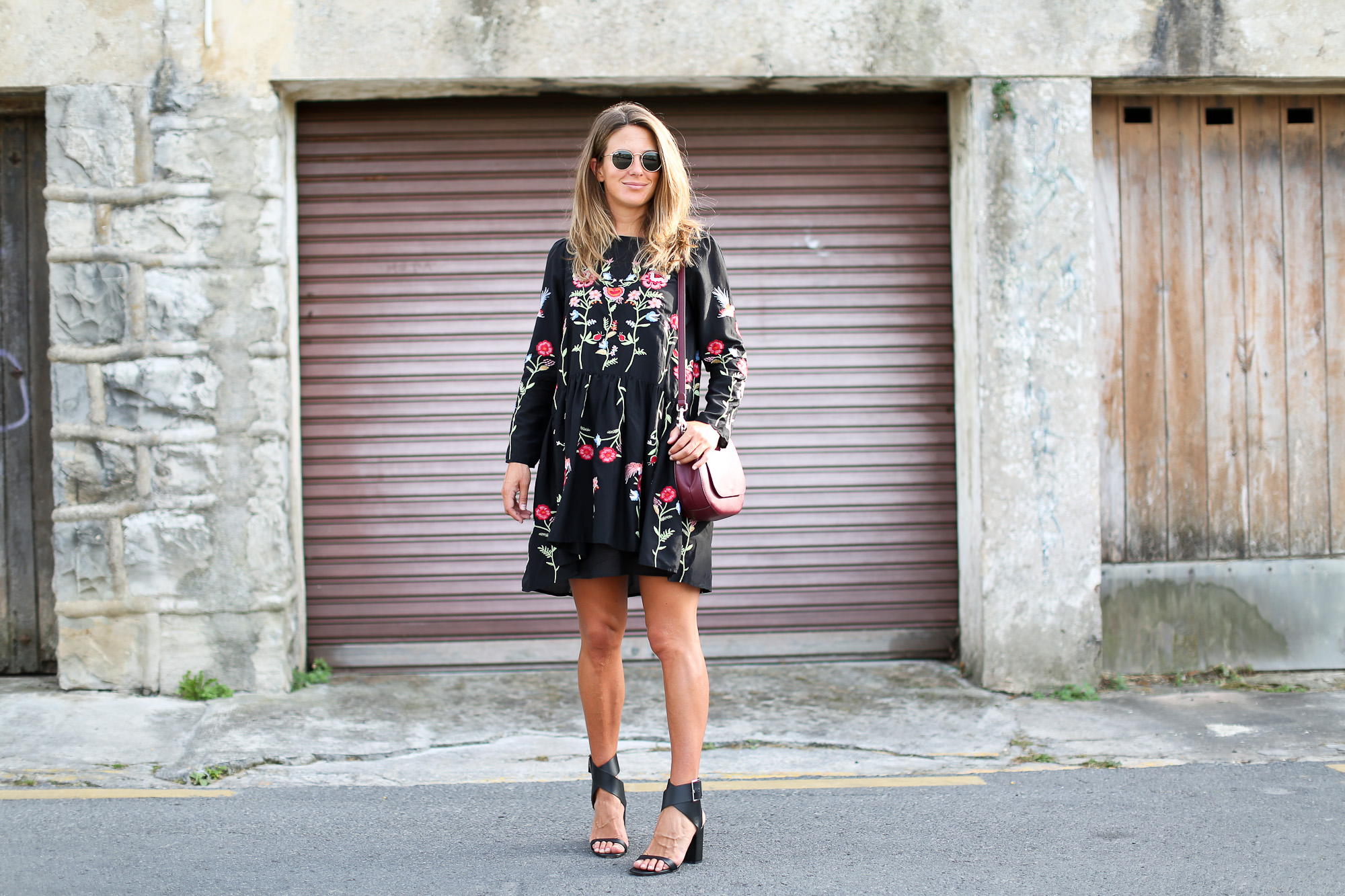 Clochet_streetstyle_zara_embroided_littleblackdress_purificaciongarcia_bandolera_westfalia-3