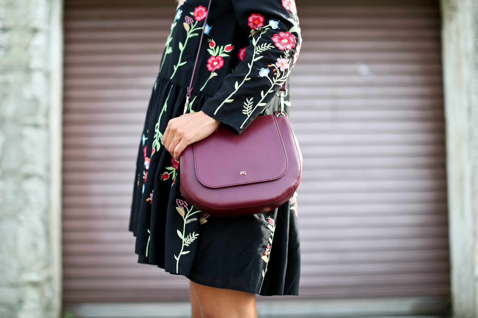 Clochet_streetstyle_zara_embroided_littleblackdress_purificaciongarcia_bandolera_westfalia-4