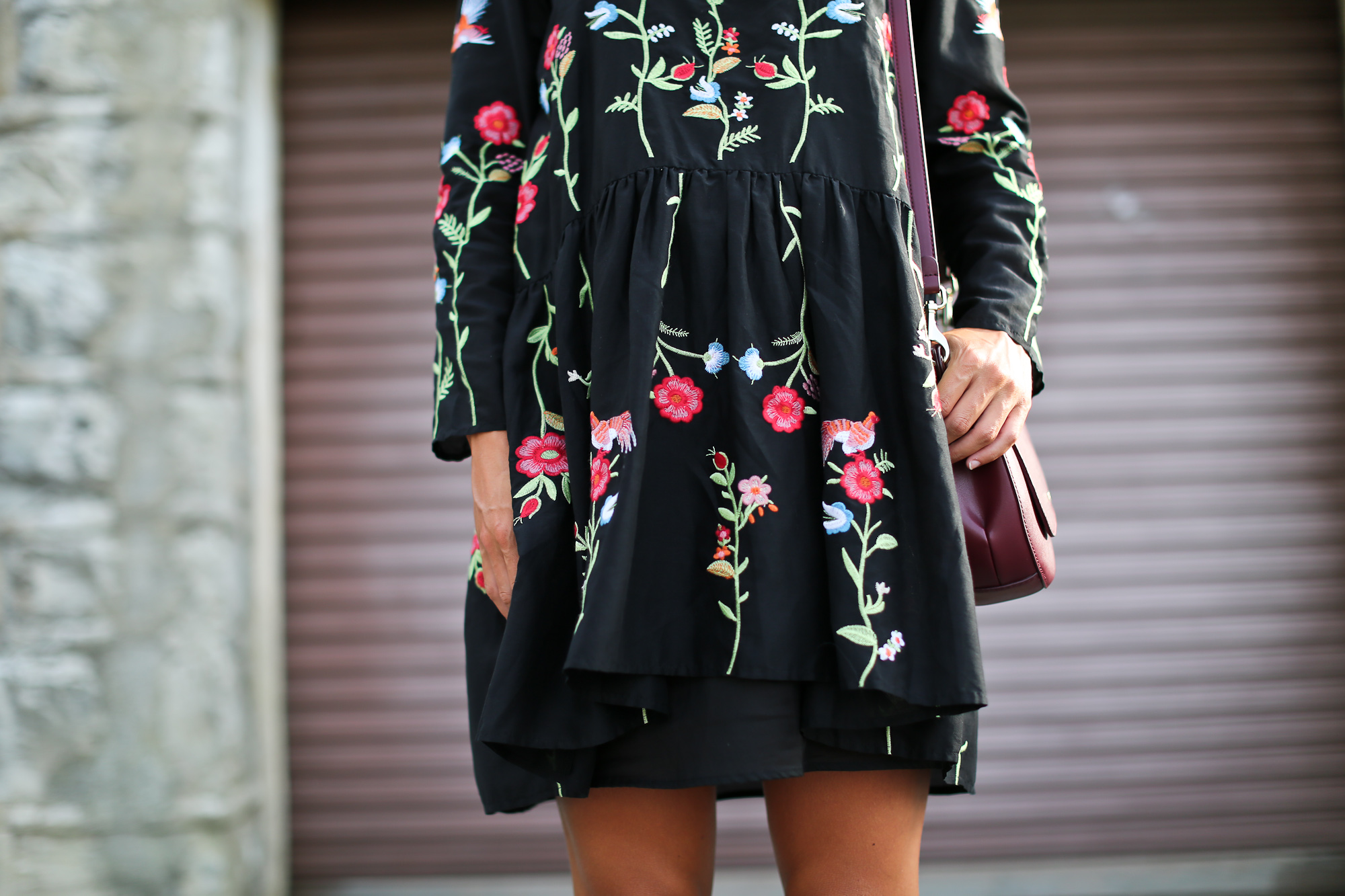 Clochet_streetstyle_zara_embroided_littleblackdress_purificaciongarcia_bandolera_westfalia-5