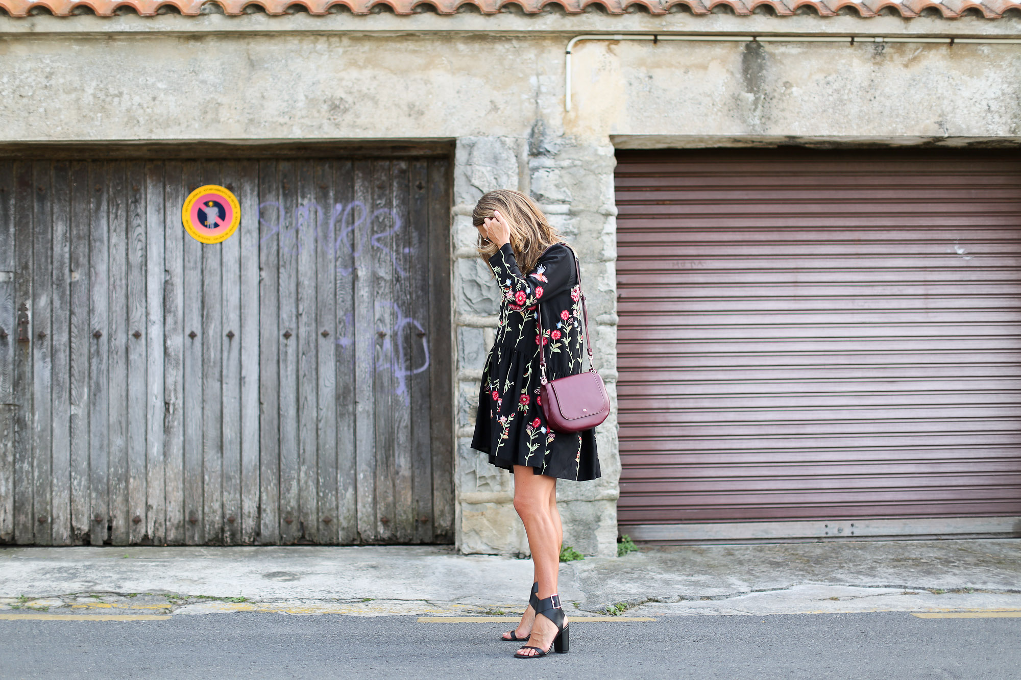 Clochet_streetstyle_zara_embroided_littleblackdress_purificaciongarcia_bandolera_westfalia