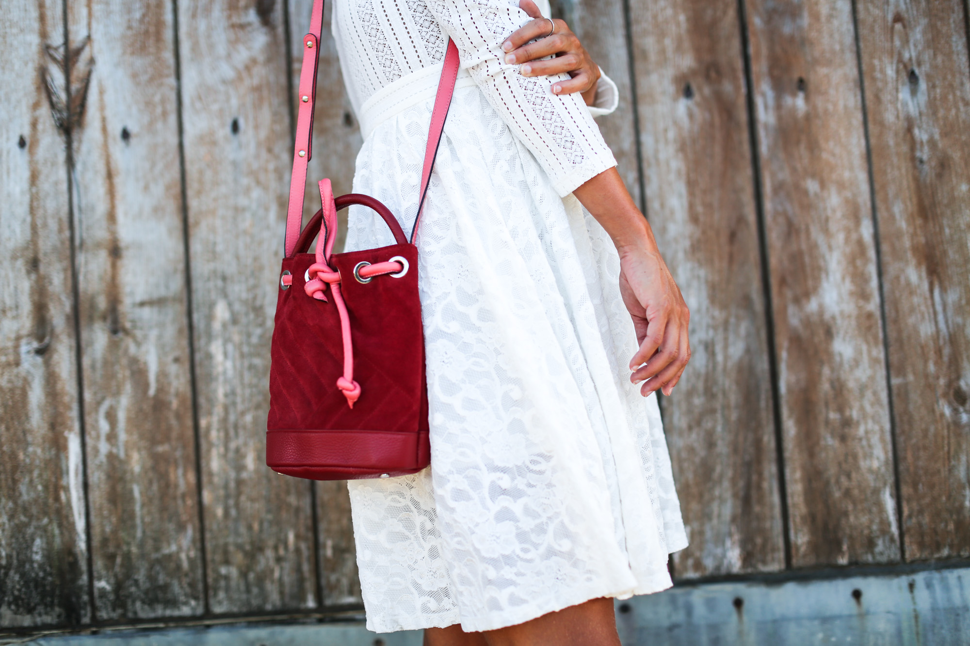 clochet_streetstyle_maje_white_bohodress_titamadrid_bucketbag-6