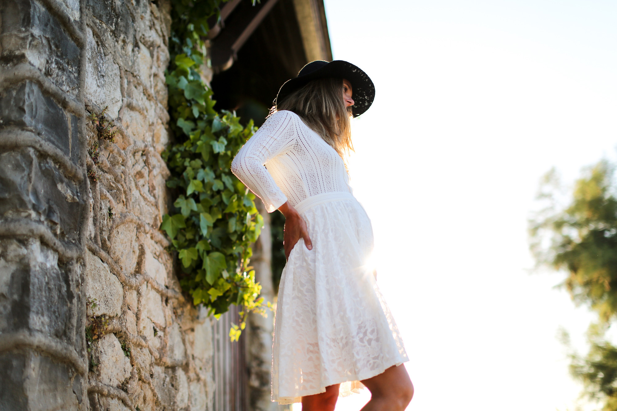 clochet_streetstyle_maje_white_bohodress_titamadrid_bucketbag-9
