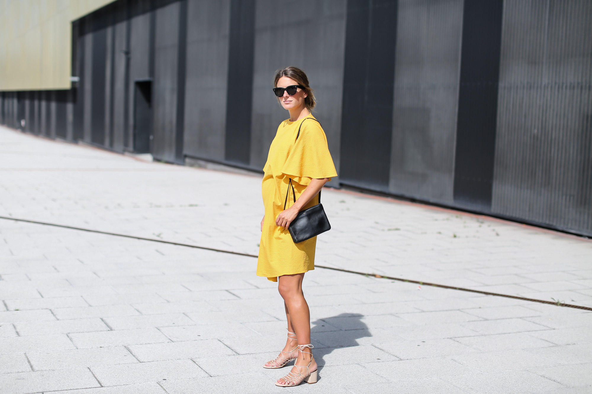 Clochet_streetstyle_fashionblogger_bilbao_zara_joinlife_yellow_minimaldress_celinetriobag-2