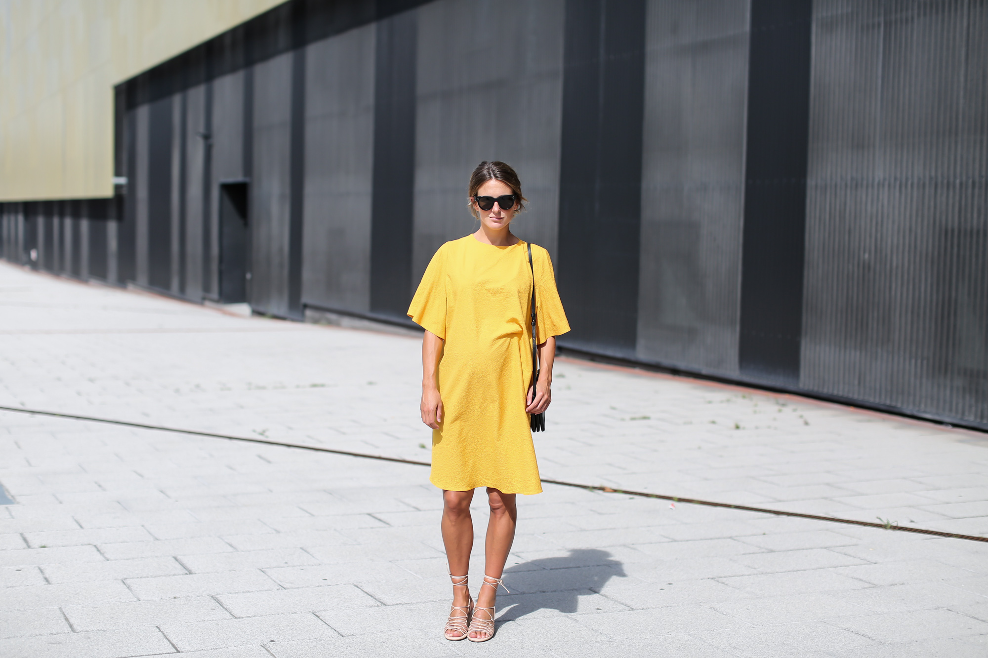 Clochet_streetstyle_fashionblogger_bilbao_zara_joinlife_yellow_minimaldress_celinetriobag-3
