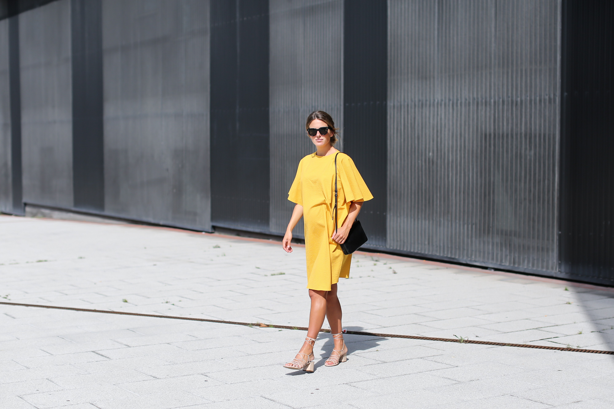 Clochet_streetstyle_fashionblogger_bilbao_zara_joinlife_yellow_minimaldress_celinetriobag-6