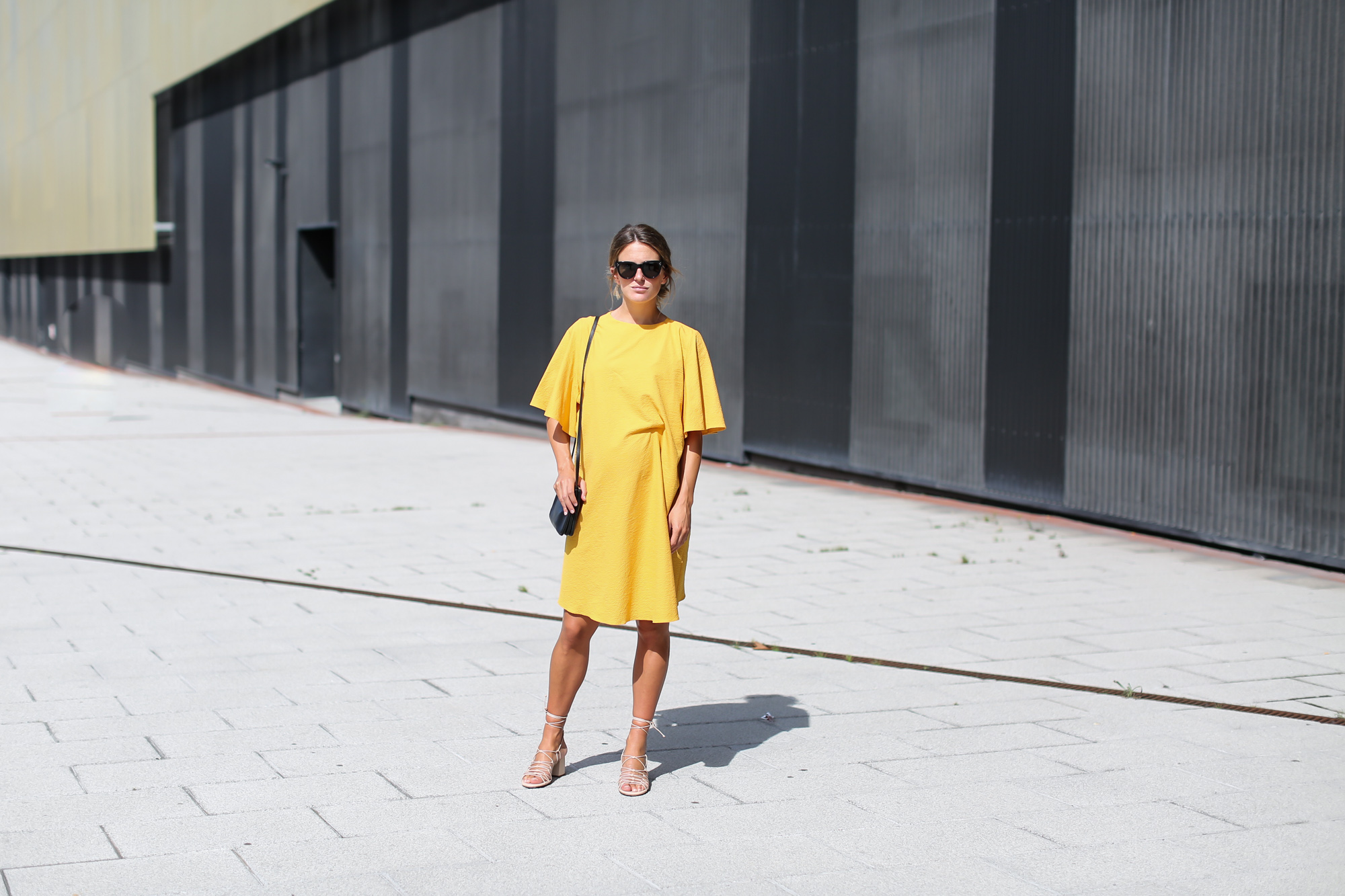 Clochet_streetstyle_fashionblogger_bilbao_zara_joinlife_yellow_minimaldress_celinetriobag