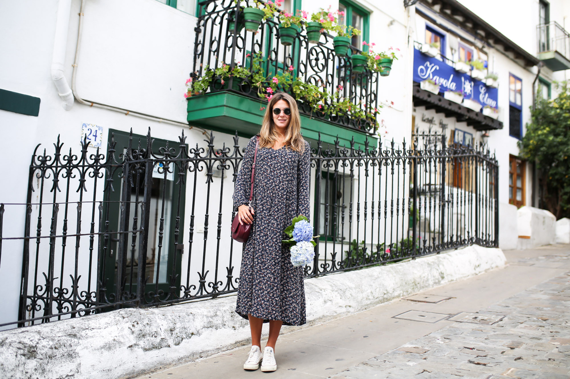 Clochet_streetstyle_fashionblogger_eseoese_flowerprintmididress_converse_americanvintage_pinkknit-8