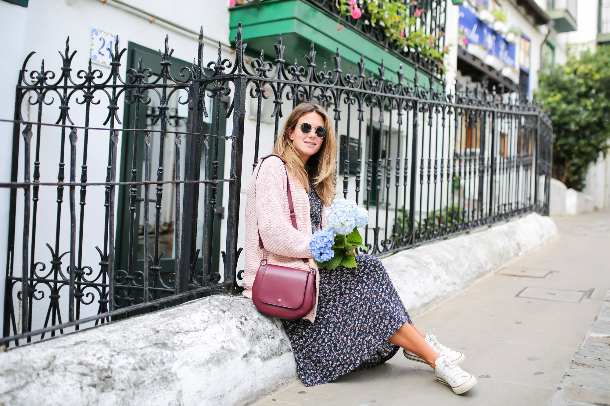 Clochet_streetstyle_fashionblogger_eseoese_flowerprintmididress_converse_americanvintage_pinkknit