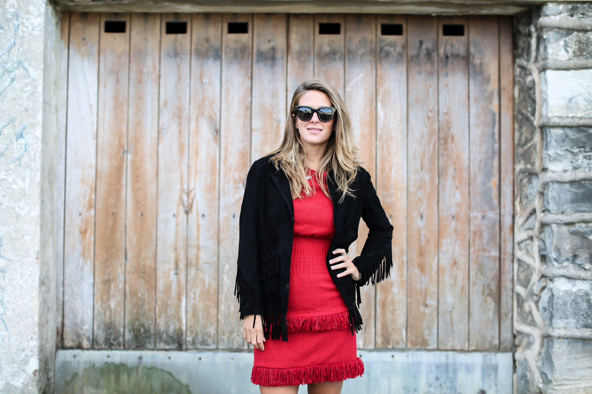 clochet_streetstyle_fashioblogger_maje_paris_reddress_majesuedefringedjacket_pertini_brogues_celine_sunglasses-2