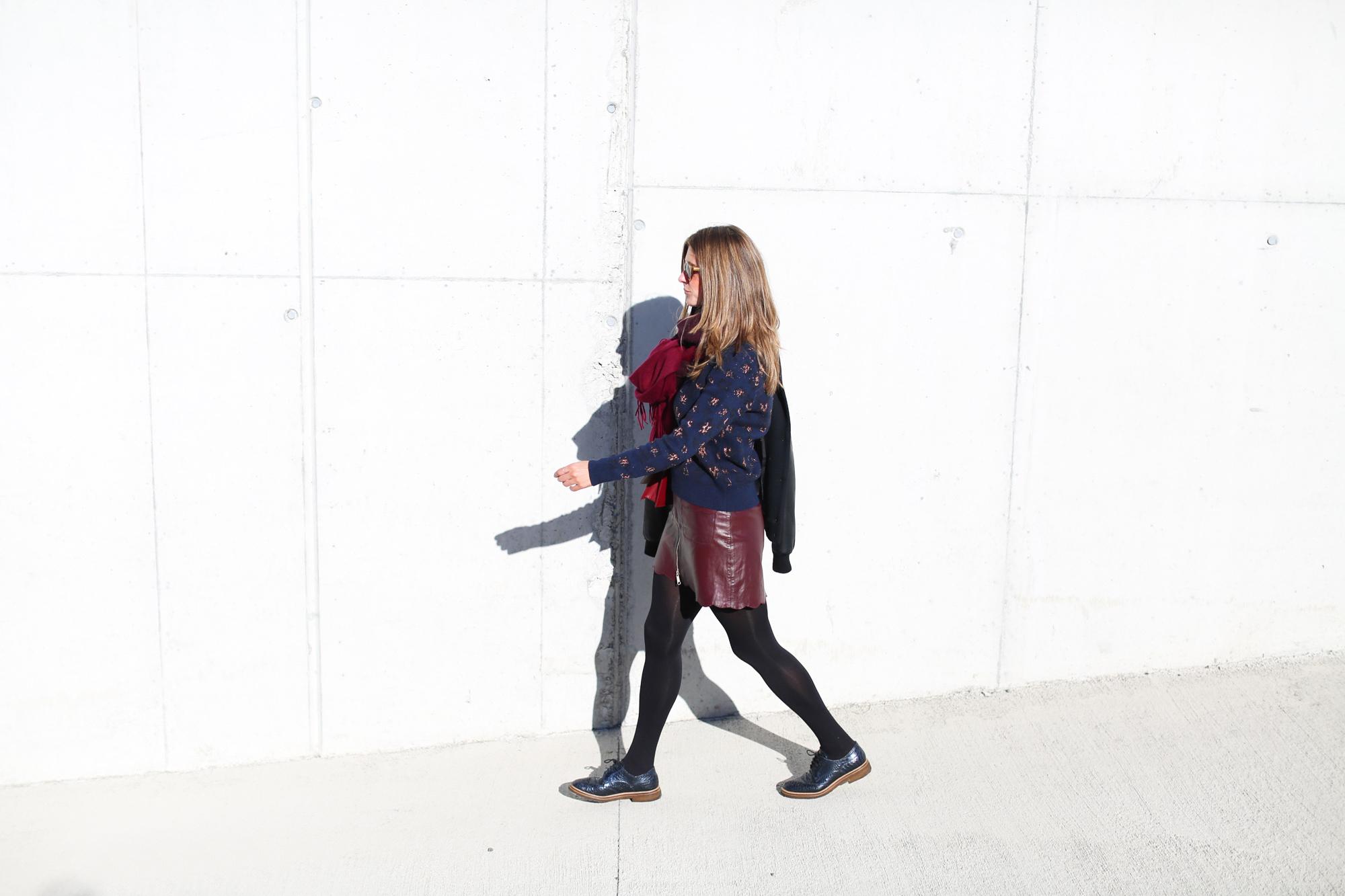Clochet_fashionblogger_streetstyle_andotherstories_metallicflowersknit_heroscarf_leatherminiskirt-4