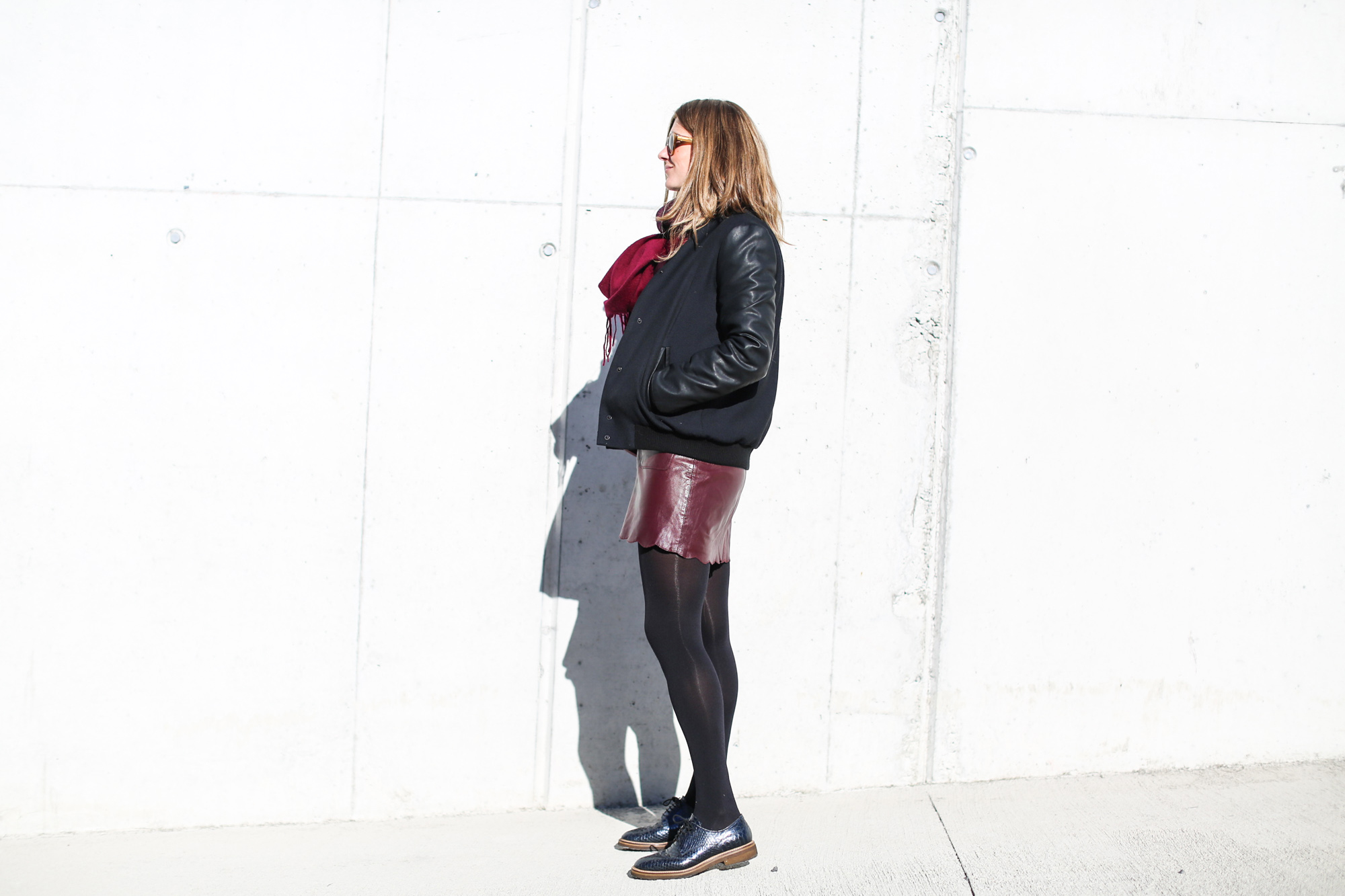 Clochet_fashionblogger_streetstyle_andotherstories_metallicflowersknit_heroscarf_leatherminiskirt-6