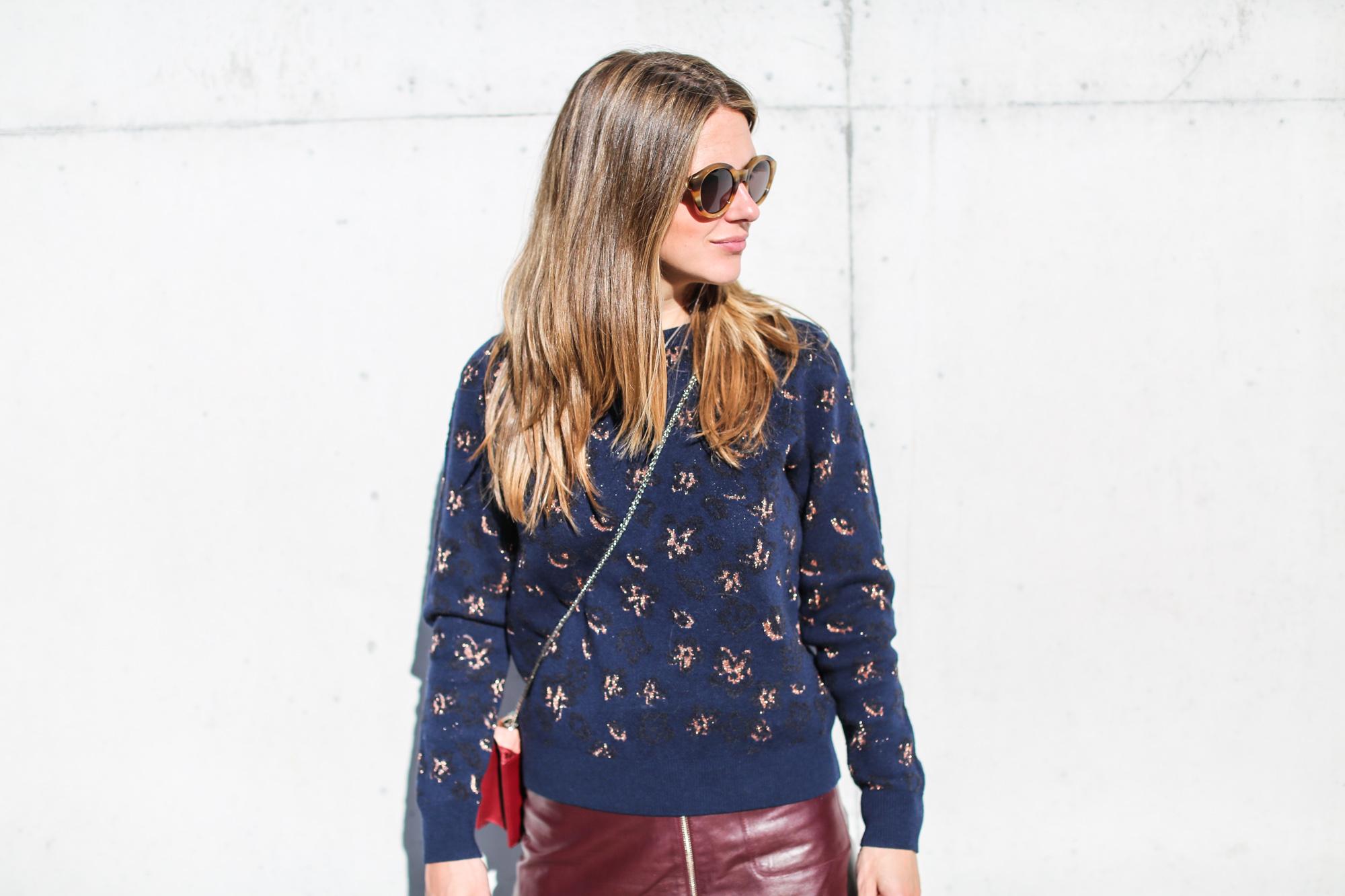 Clochet_fashionblogger_streetstyle_andotherstories_metallicflowersknit_heroscarf_leatherminiskirt-9
