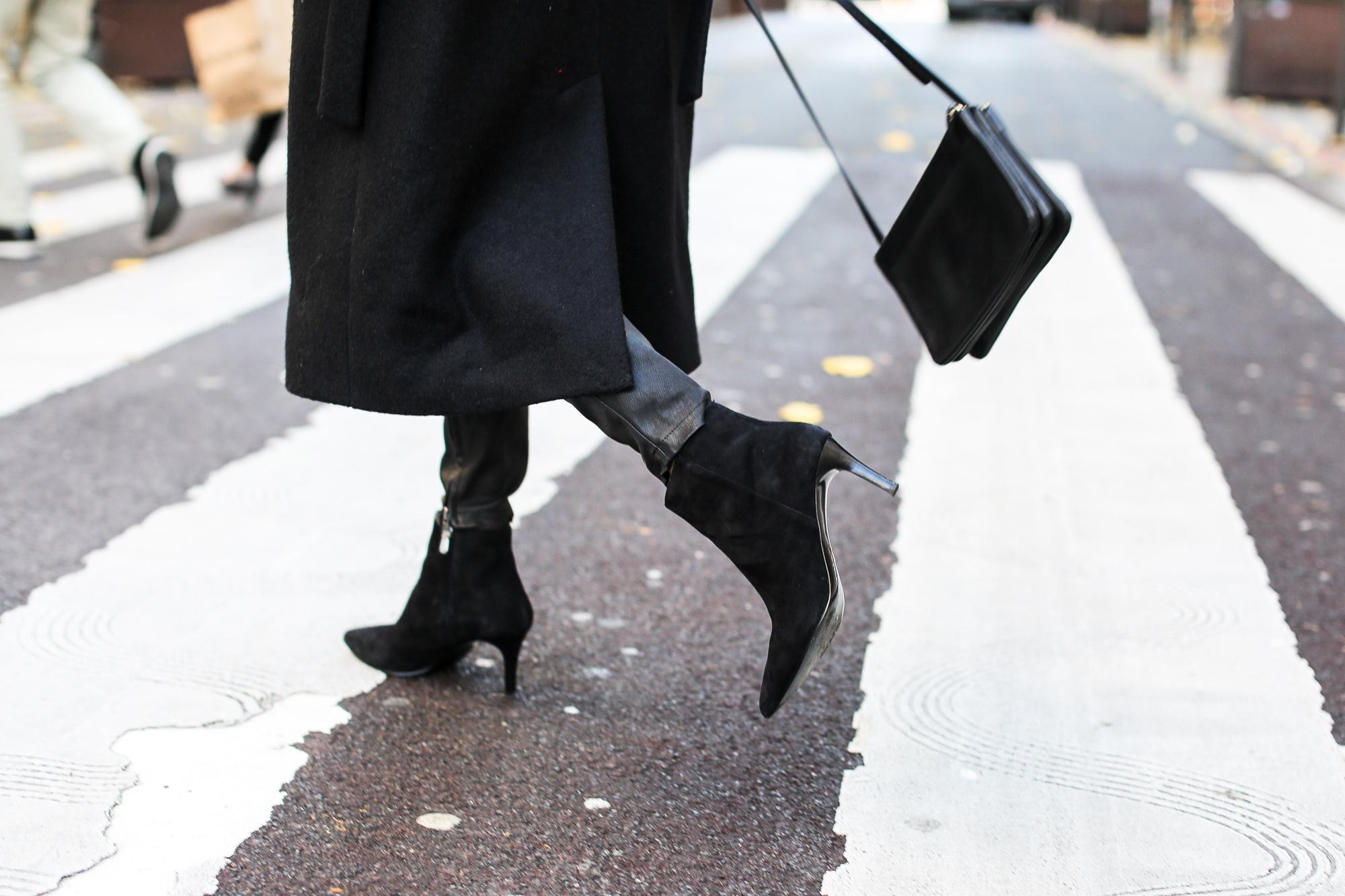 Clochet_fashionblogger_streetstyle_claudiepierlot_stripedknit_andotherstories_suedestilettoankleboots_coslongwoolcoat