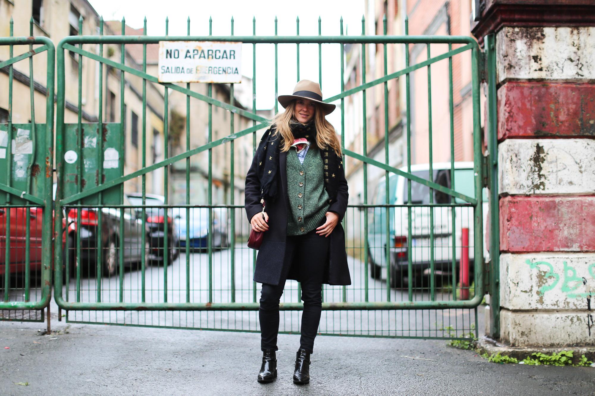 Clochet_fashionblogger_streetstyle_coswoolcoat_purificaciongarciapañuelodeseda_bolsobandolerawestfalia-2