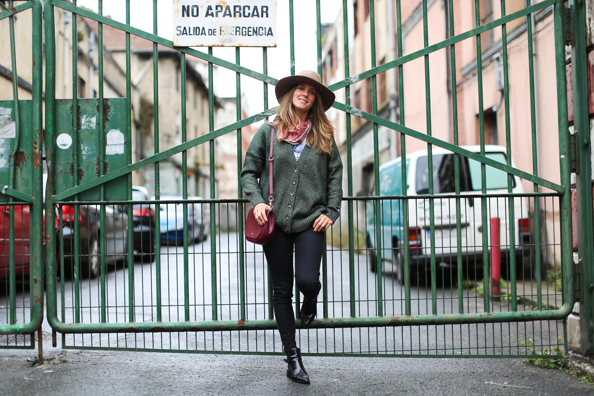 Clochet_fashionblogger_streetstyle_coswoolcoat_purificaciongarciapañuelodeseda_bolsobandolerawestfalia-4