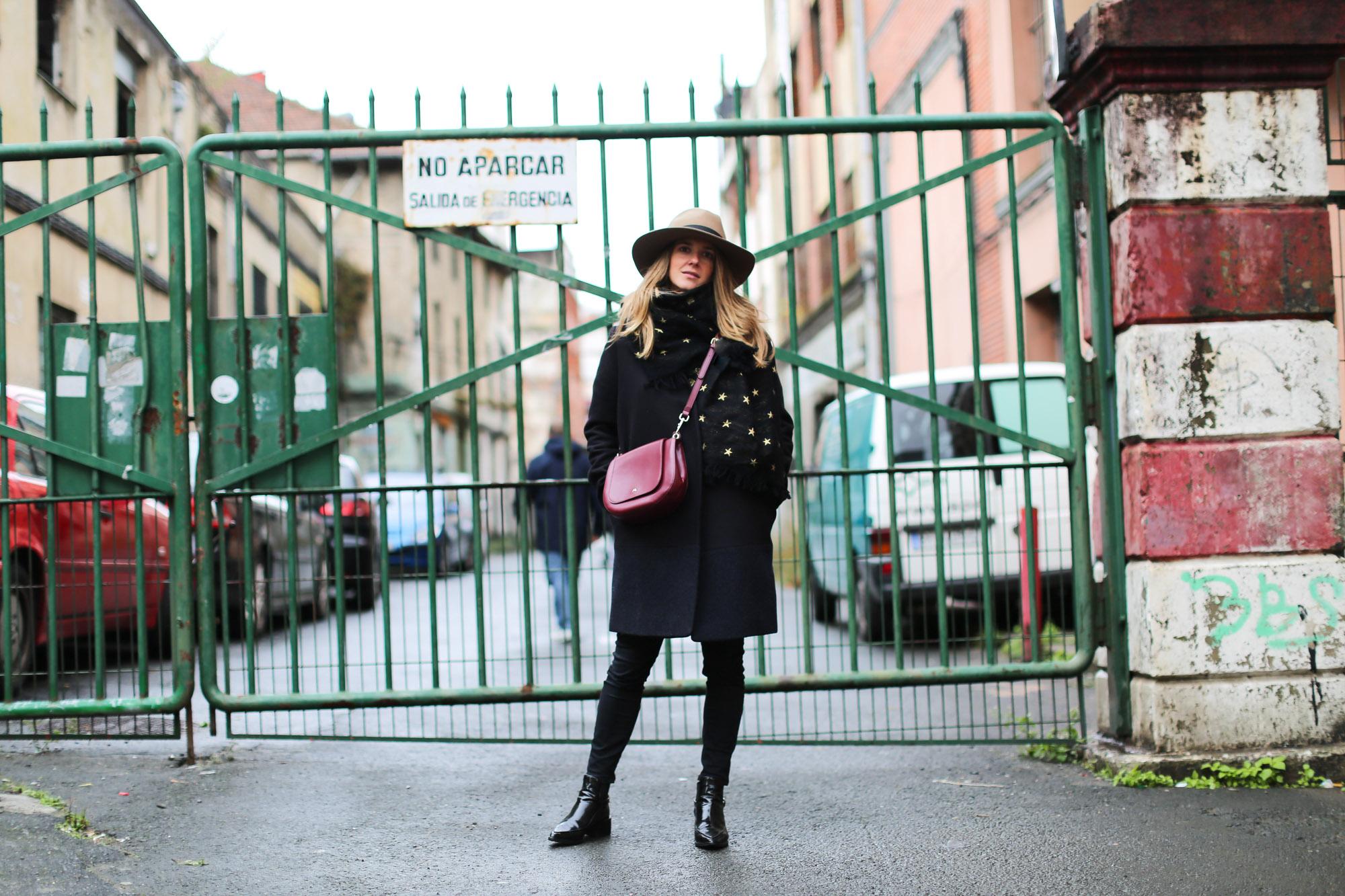 Clochet_fashionblogger_streetstyle_coswoolcoat_purificaciongarciapañuelodeseda_bolsobandolerawestfalia