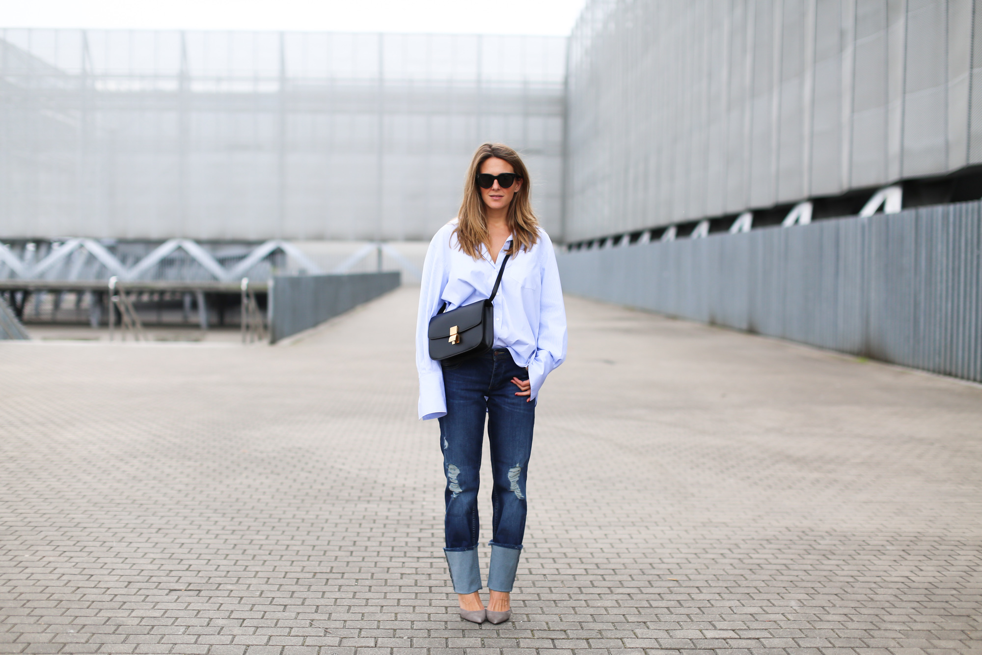 Clochet_fashionblogger_streetstyle_distressedboyfriendjeans_celineparisboxbag-2