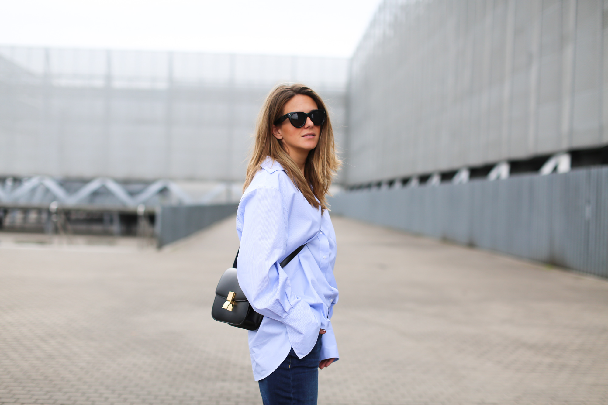 Clochet_fashionblogger_streetstyle_distressedboyfriendjeans_celineparisboxbag-4