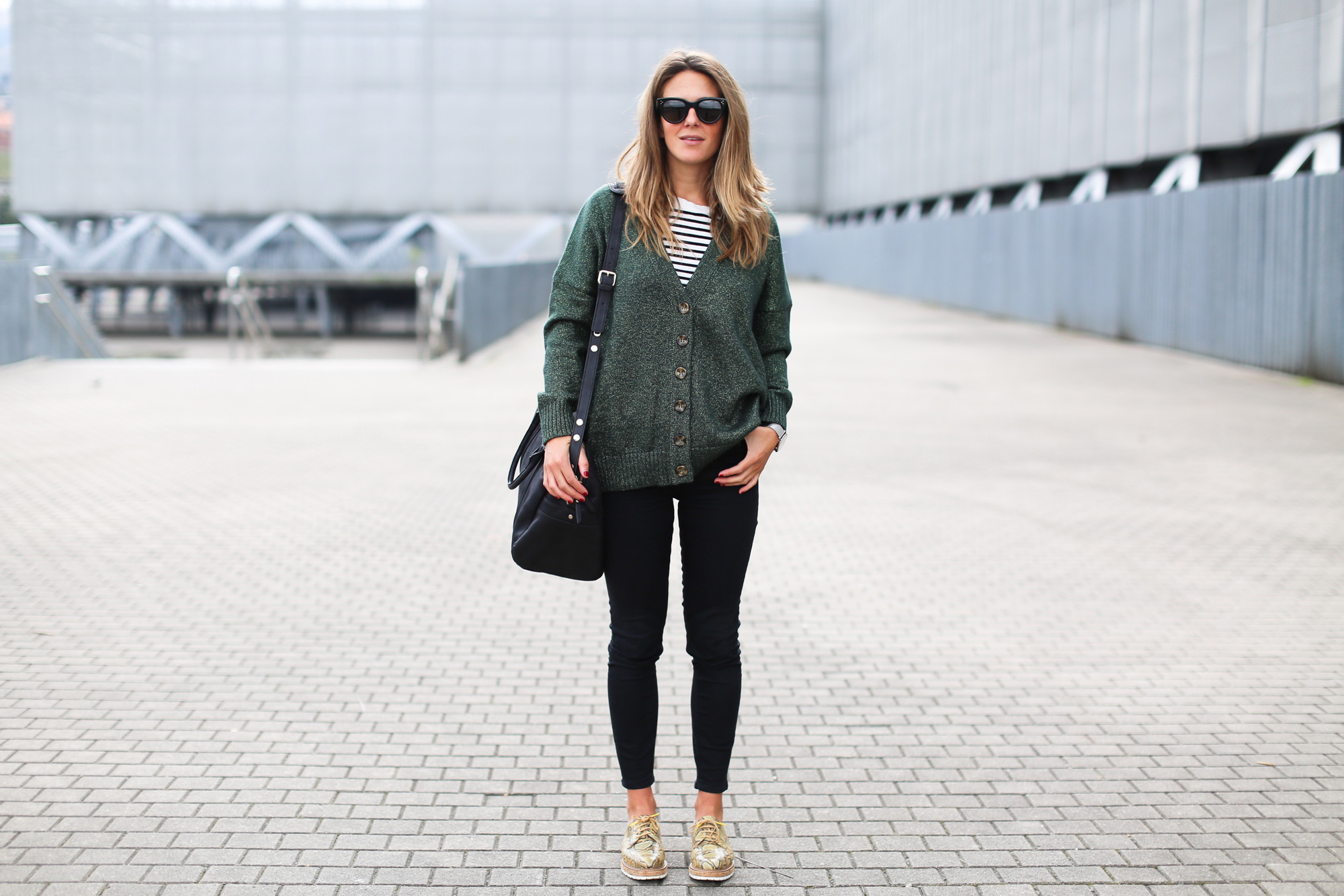 Clochet_fashionblogger_streetstyle_josefinabags_pertinishoes_topshopjamiejeans-10
