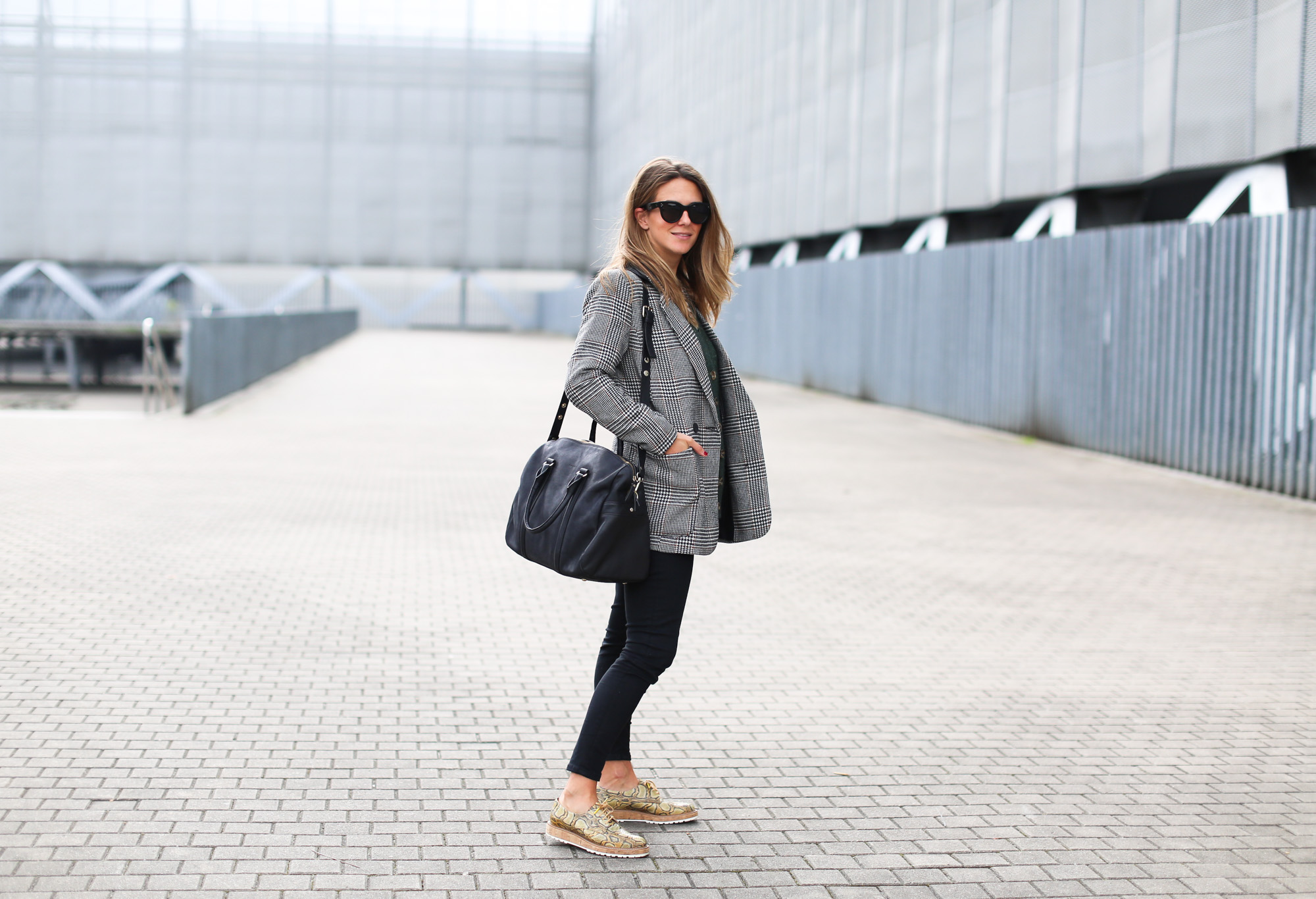 Clochet_fashionblogger_streetstyle_josefinabags_pertinishoes_topshopjamiejeans-2