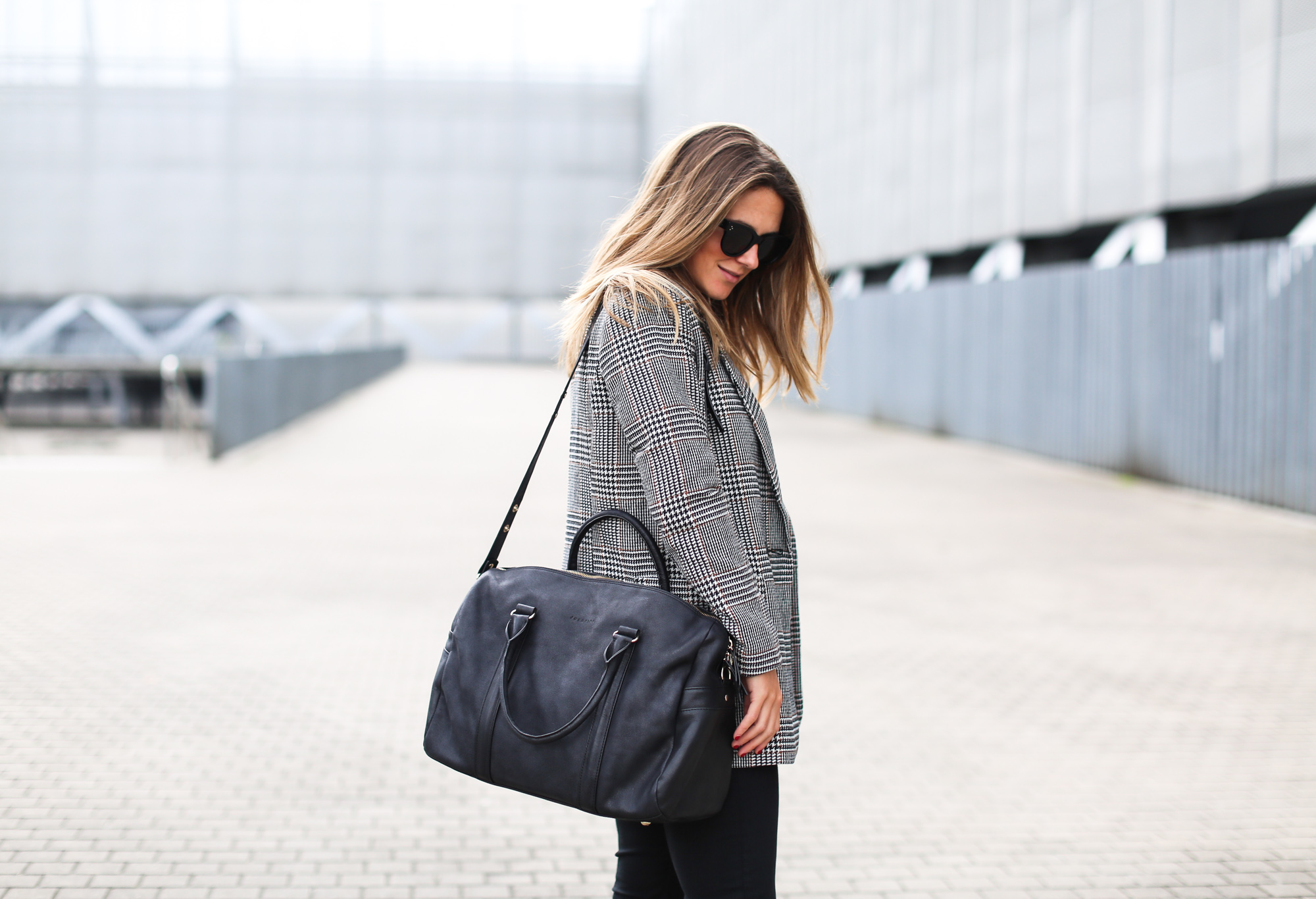 Clochet_fashionblogger_streetstyle_josefinabags_pertinishoes_topshopjamiejeans-4