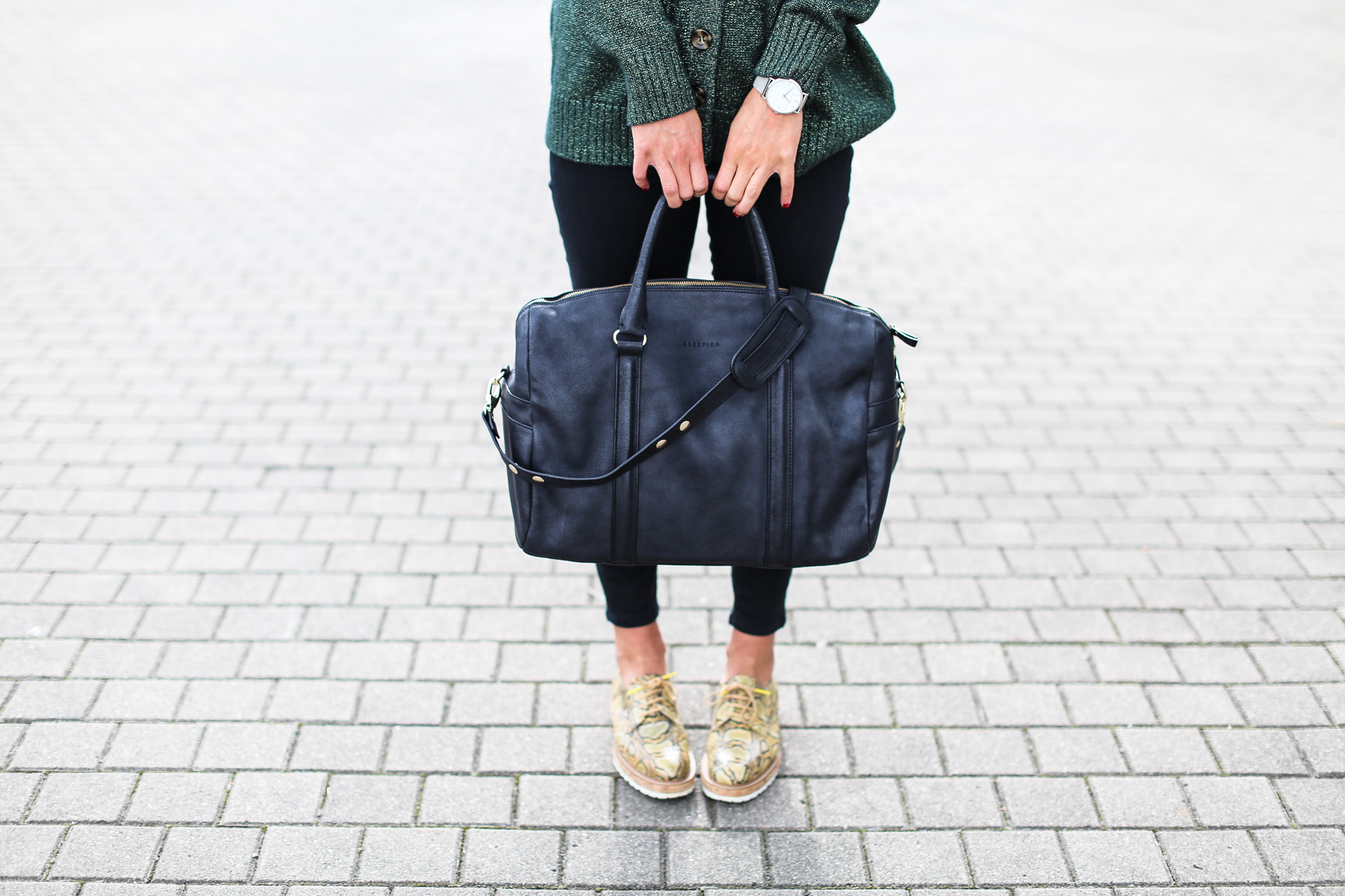 Clochet_fashionblogger_streetstyle_josefinabags_pertinishoes_topshopjamiejeans-7