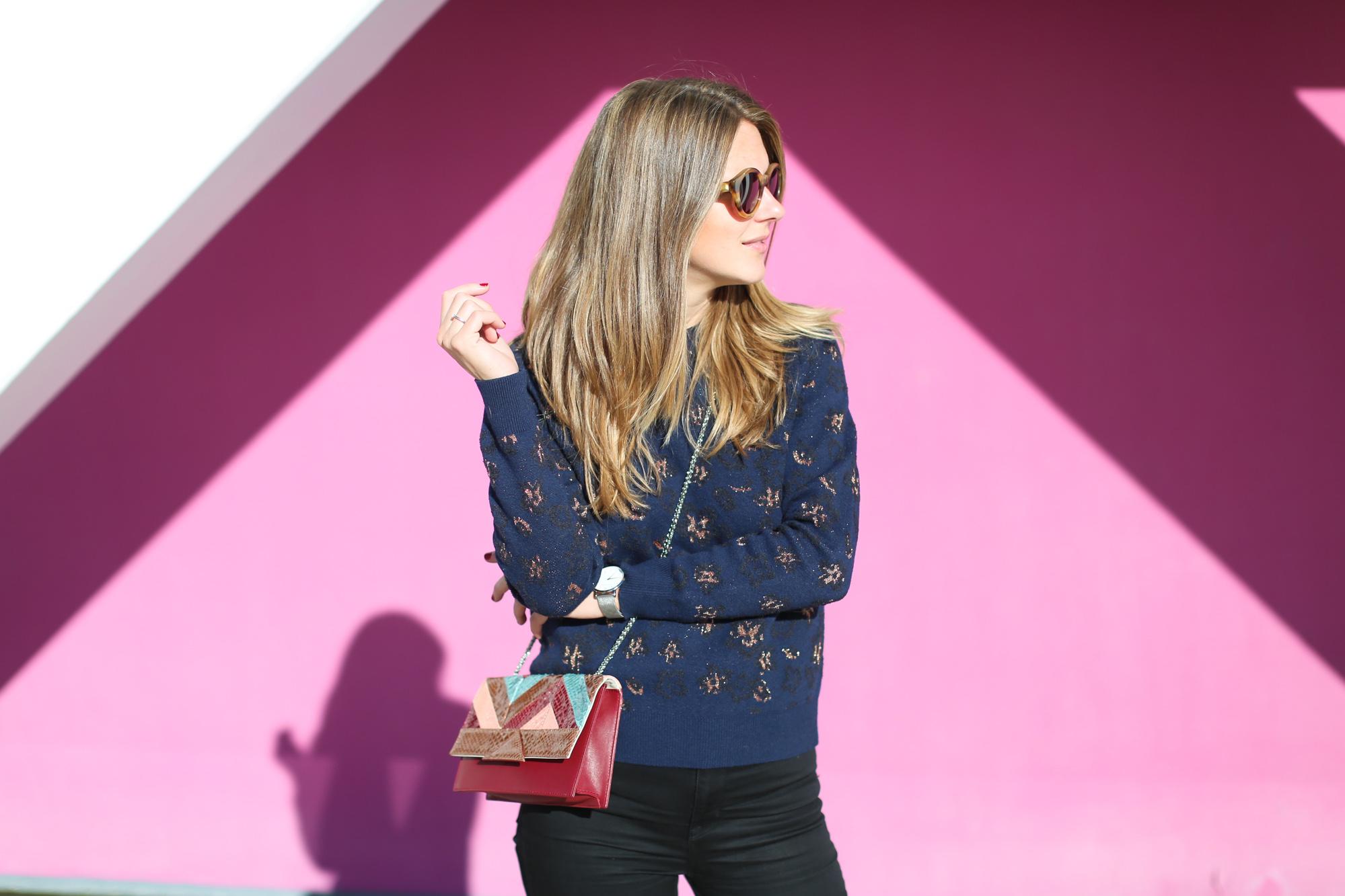 Clochet_fashionblogger_streetstyle_&otherstories_stilettoankleboots_burgundyheroscarf_metallicflowerssweater_titamadridspiga-6