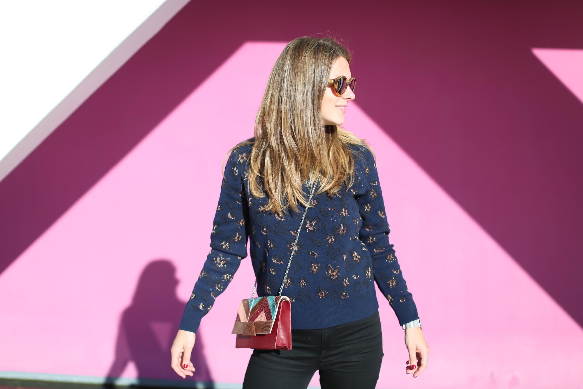 Clochet_fashionblogger_streetstyle_&otherstories_stilettoankleboots_burgundyheroscarf_metallicflowerssweater_titamadridspiga-7