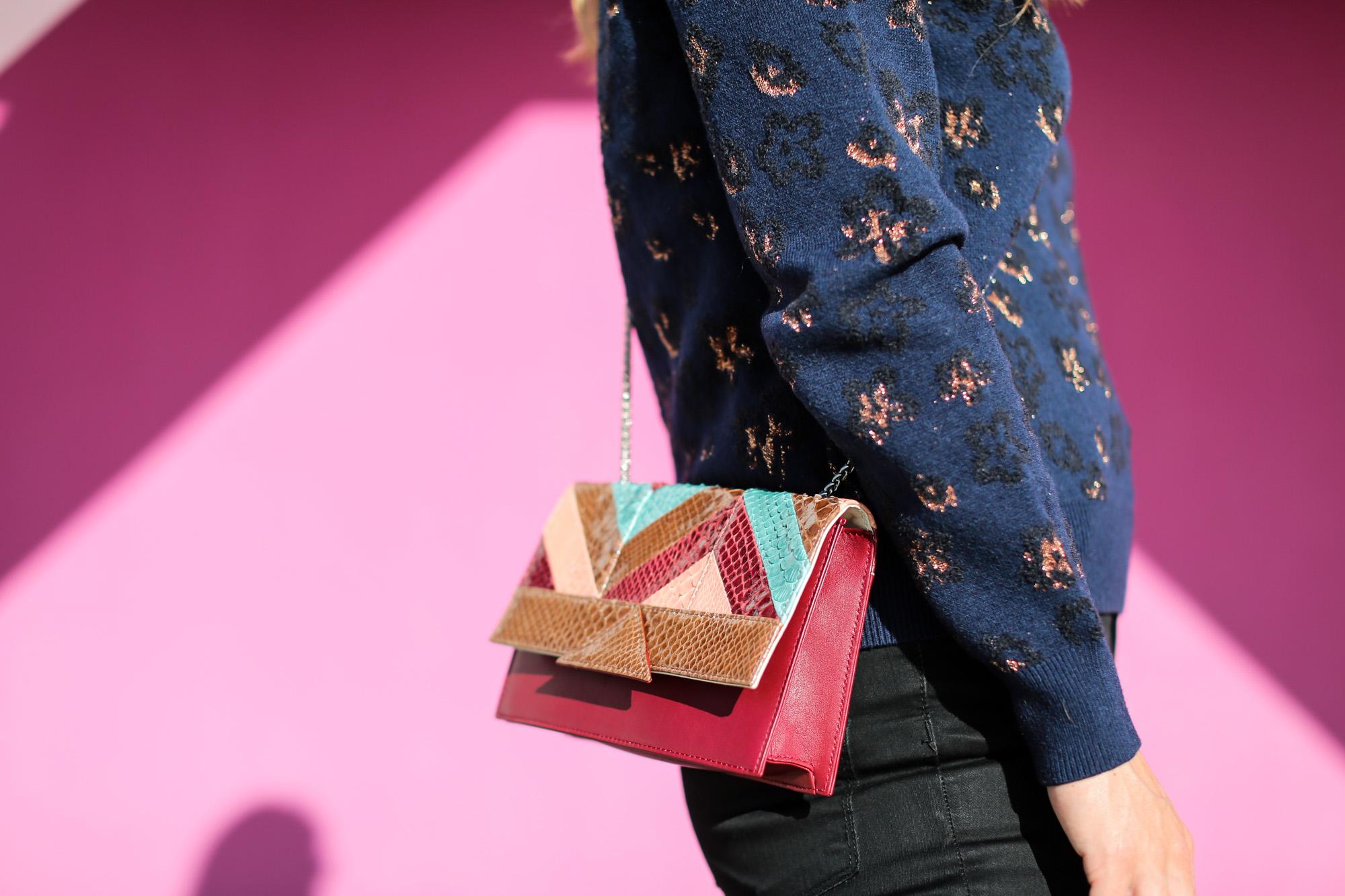 Clochet_fashionblogger_streetstyle_&otherstories_stilettoankleboots_burgundyheroscarf_metallicflowerssweater_titamadridspiga-8
