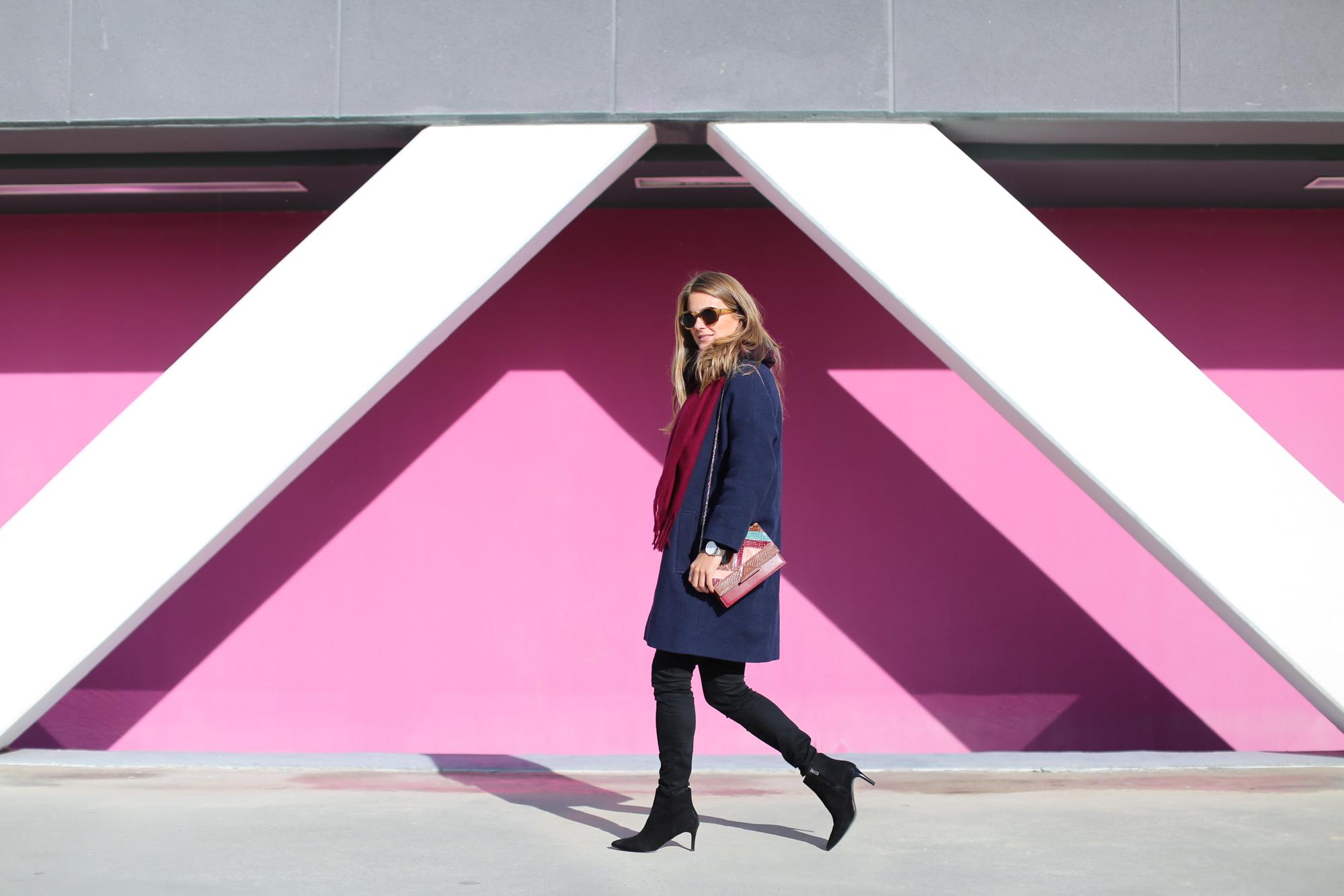 Clochet_fashionblogger_streetstyle_&otherstories_stilettoankleboots_burgundyheroscarf_metallicflowerssweater_titamadridspiga