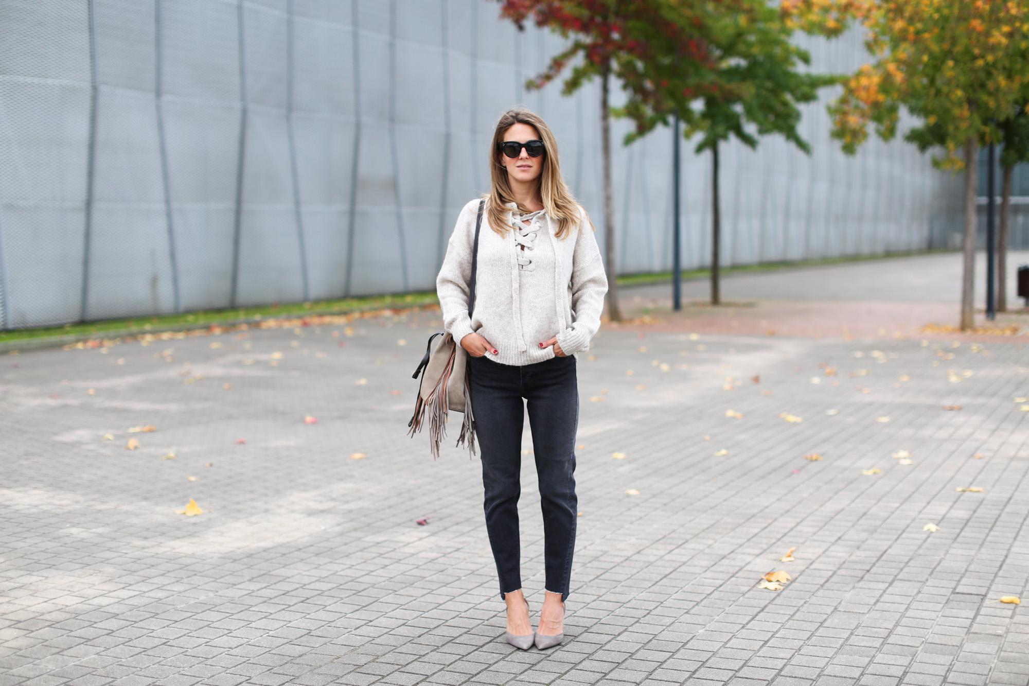 Clochet_fashionblogger_streetstyle_purificaciongarcia_bandoleraantegoon_h&mmomjeans-2