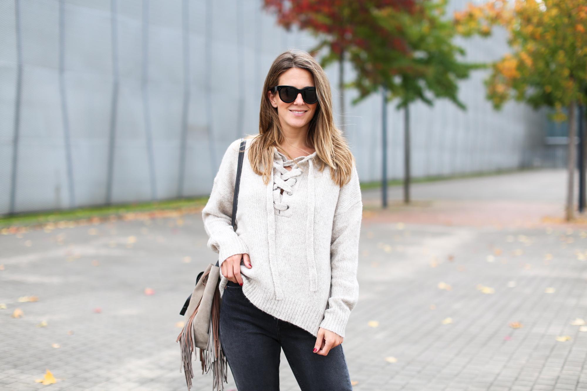 Clochet_fashionblogger_streetstyle_purificaciongarcia_bandoleraantegoon_h&mmomjeans-3