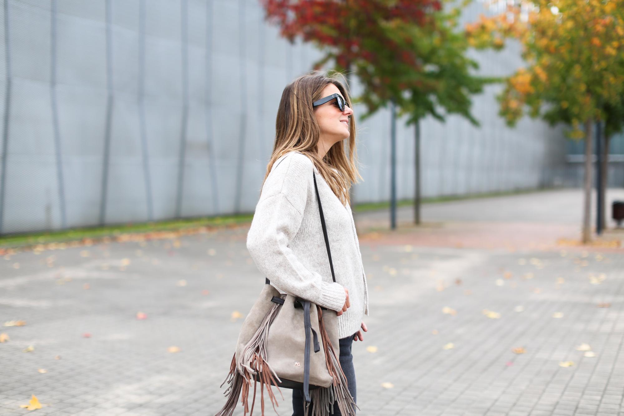Clochet_fashionblogger_streetstyle_purificaciongarcia_bandoleraantegoon_h&mmomjeans-4