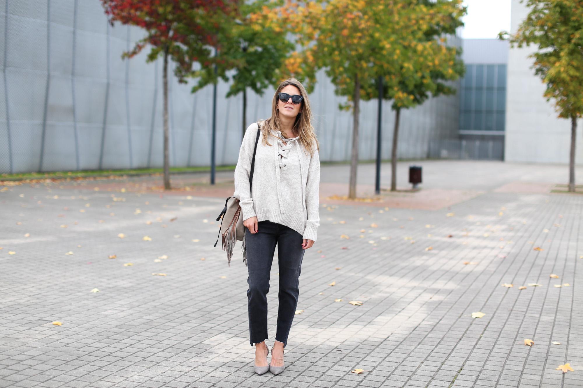 Clochet_fashionblogger_streetstyle_purificaciongarcia_bandoleraantegoon_h&mmomjeans
