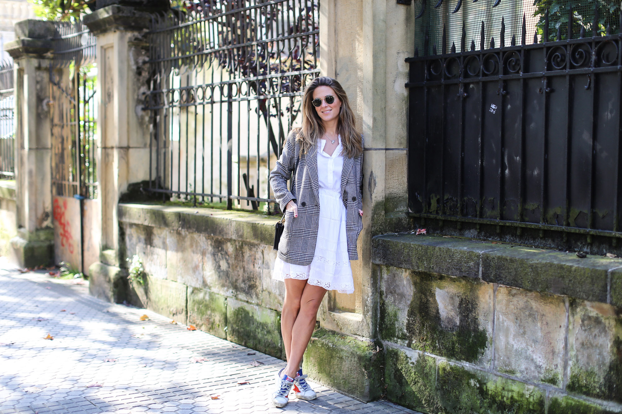 clochet_streetstyle_fashioblogger_h&m_check_wool_blazer_chicwish_whitebohodress_goldengoosedeluxebrandsneakers-2