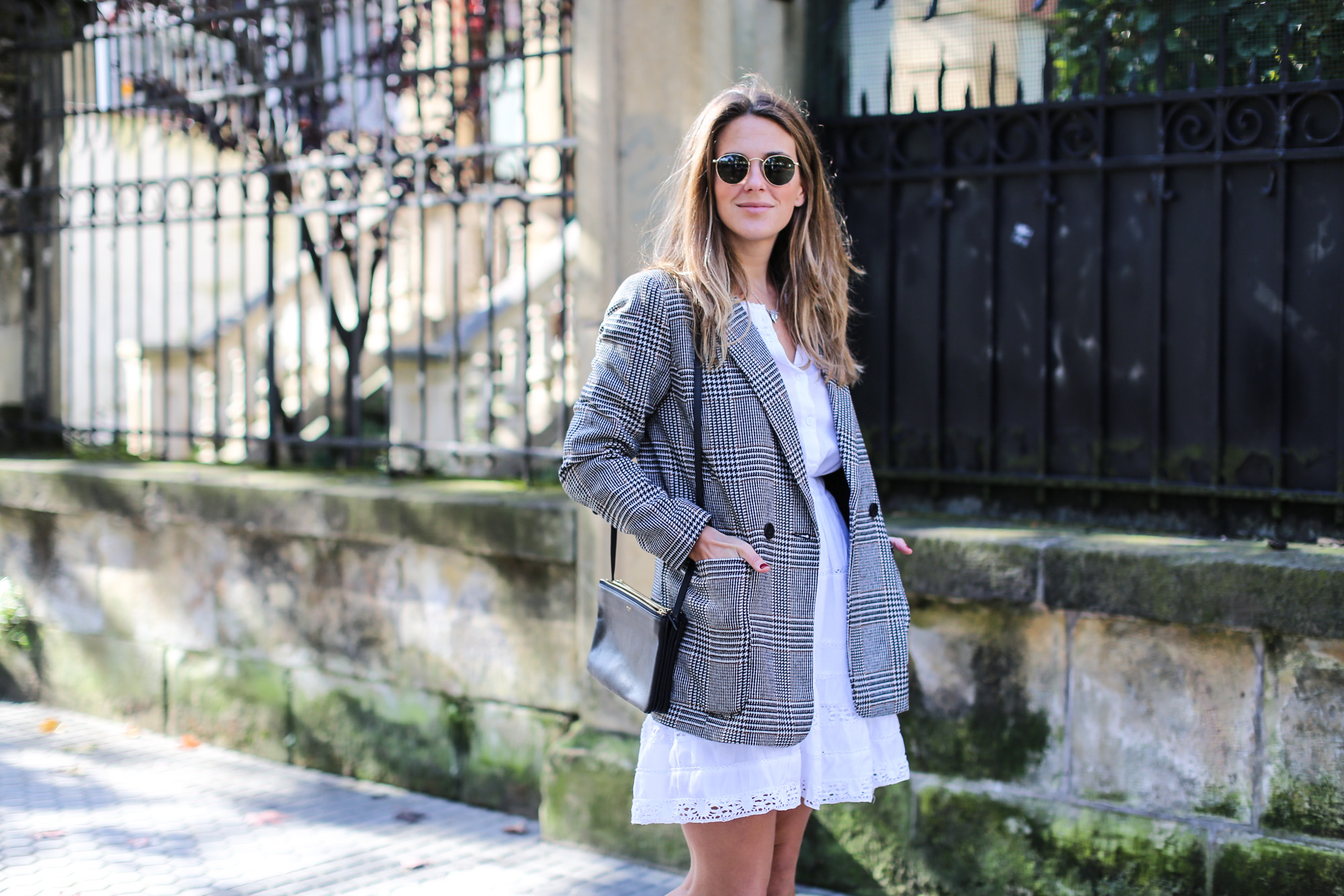 clochet_streetstyle_fashioblogger_h&m_check_wool_blazer_chicwish_whitebohodress_goldengoosedeluxebrandsneakers-4