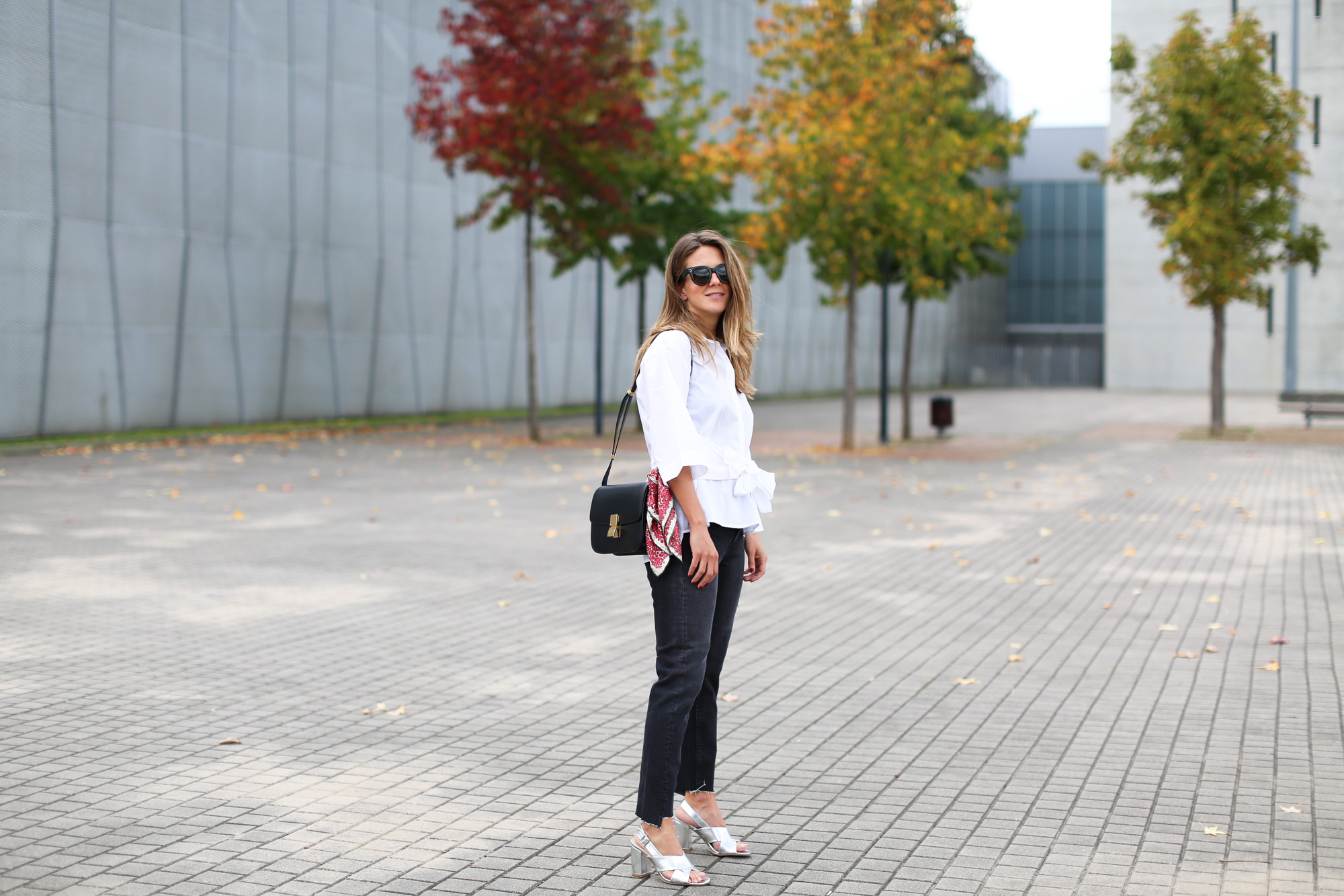 clochet_streetstyle_fashionblogger_celineboxbag_momjeans_celineparissunglasses_purificaciongarciapañueloseda-3