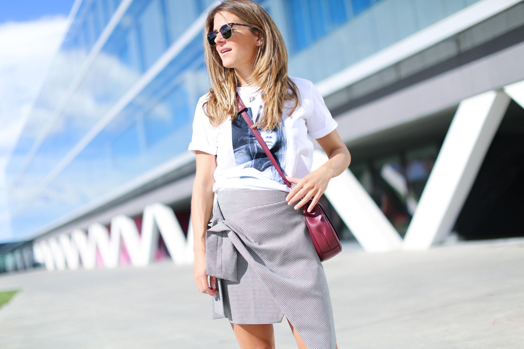 clochet_streetstyle_fashionblogger_leatherloafers_zara_asymmetric_toothgooseminiskirt-3
