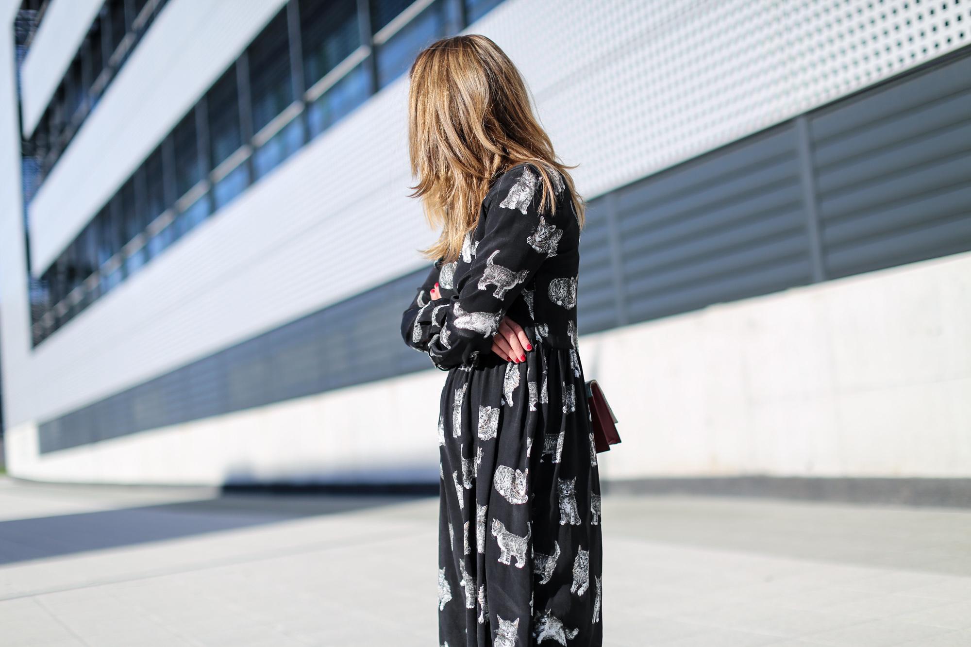 Clochet_fashionblogger_streetstyle_zaracatsprintdmididress_coslongwoolcoat_adidasgazelle_titamadridspiga-6