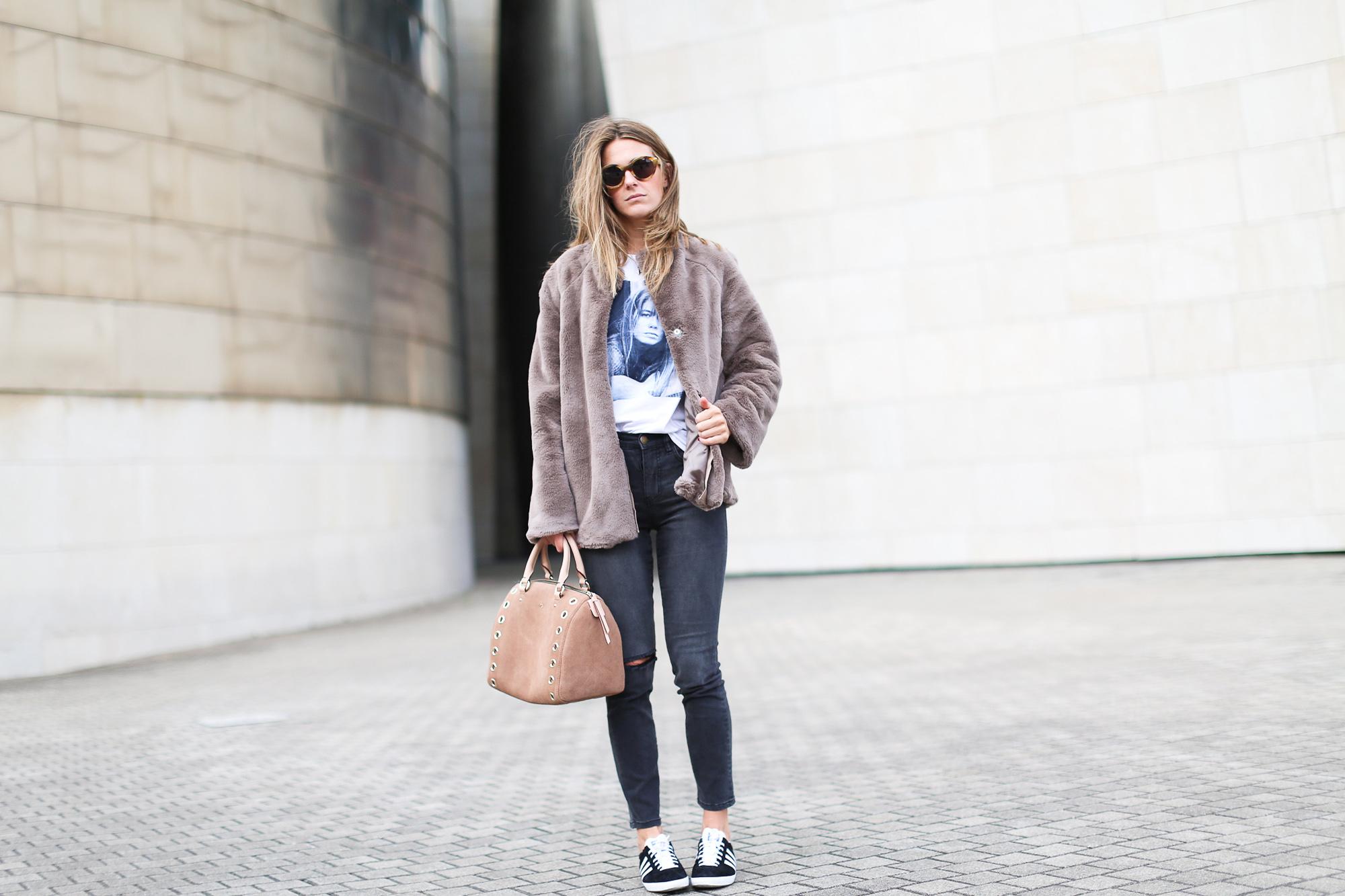 Clochet_streetstyle_fashionblogger_bilbao_guggenheim_purificaciongarcia_bolsoante_adidasgazelle-2